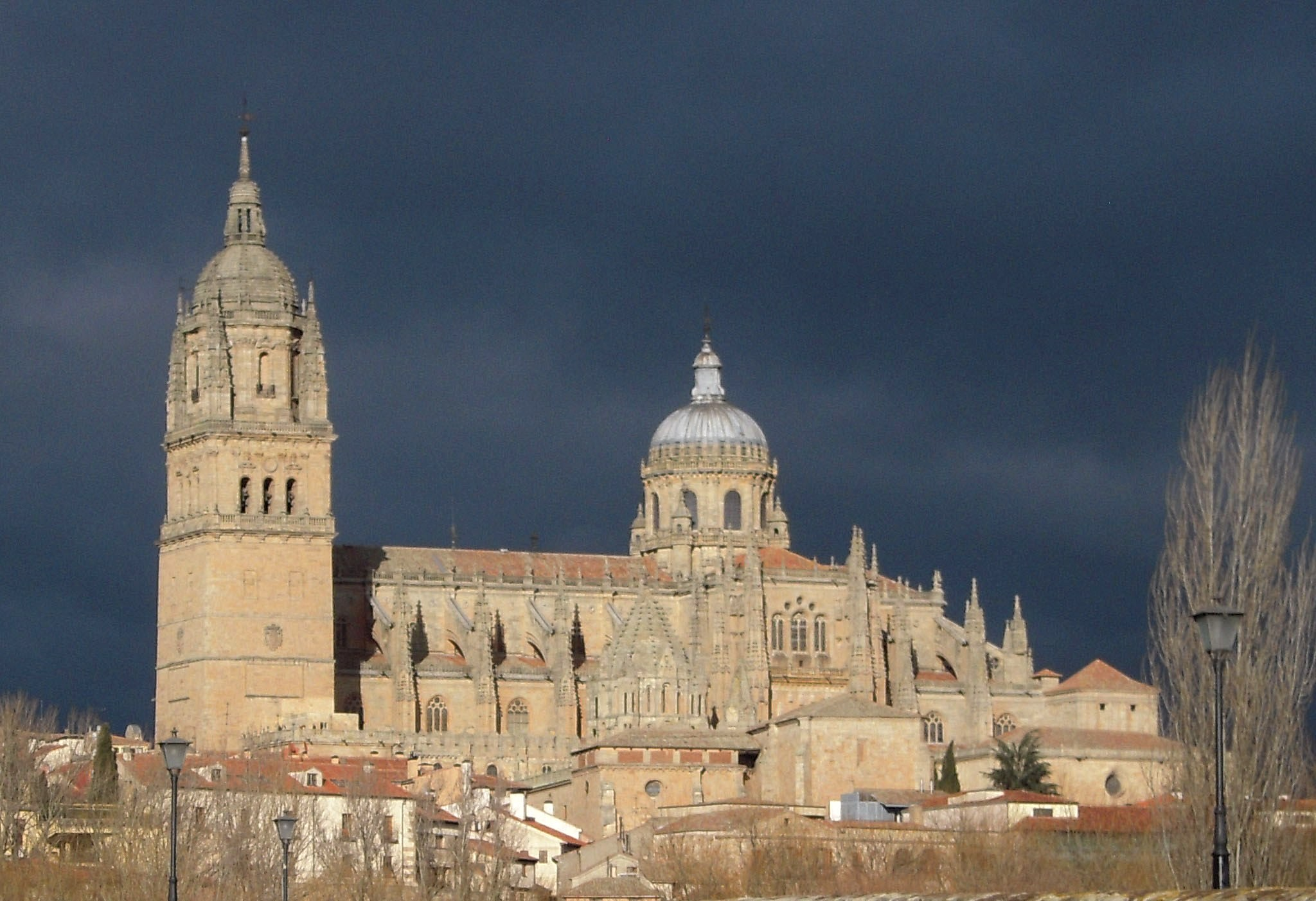 File salamanca new cathedral north wikimedia - On salamanca ...