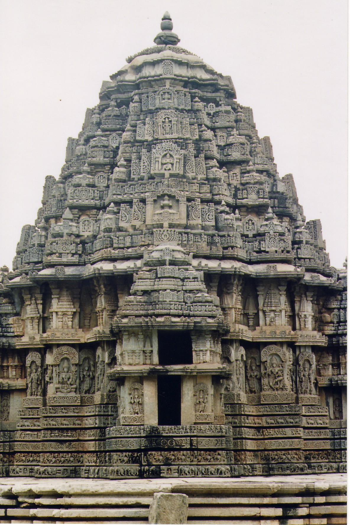 Description Shrine (Vimana) at Lakshminarayana Templeat Hosaholalu.jpg