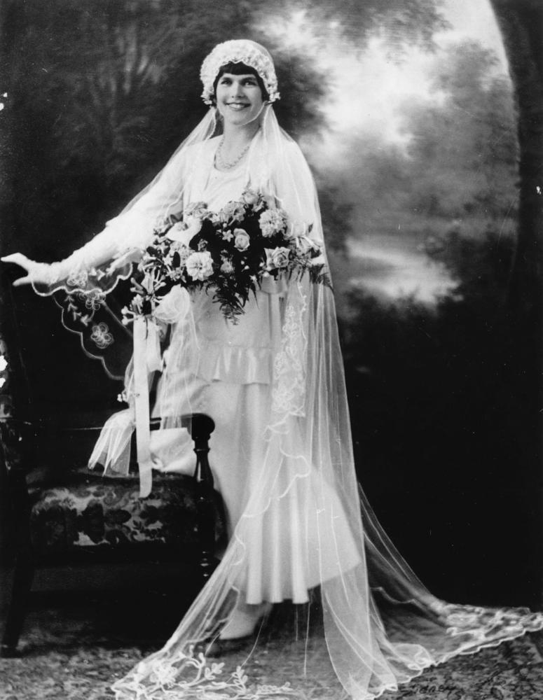 Clara Bow Wearing Ring