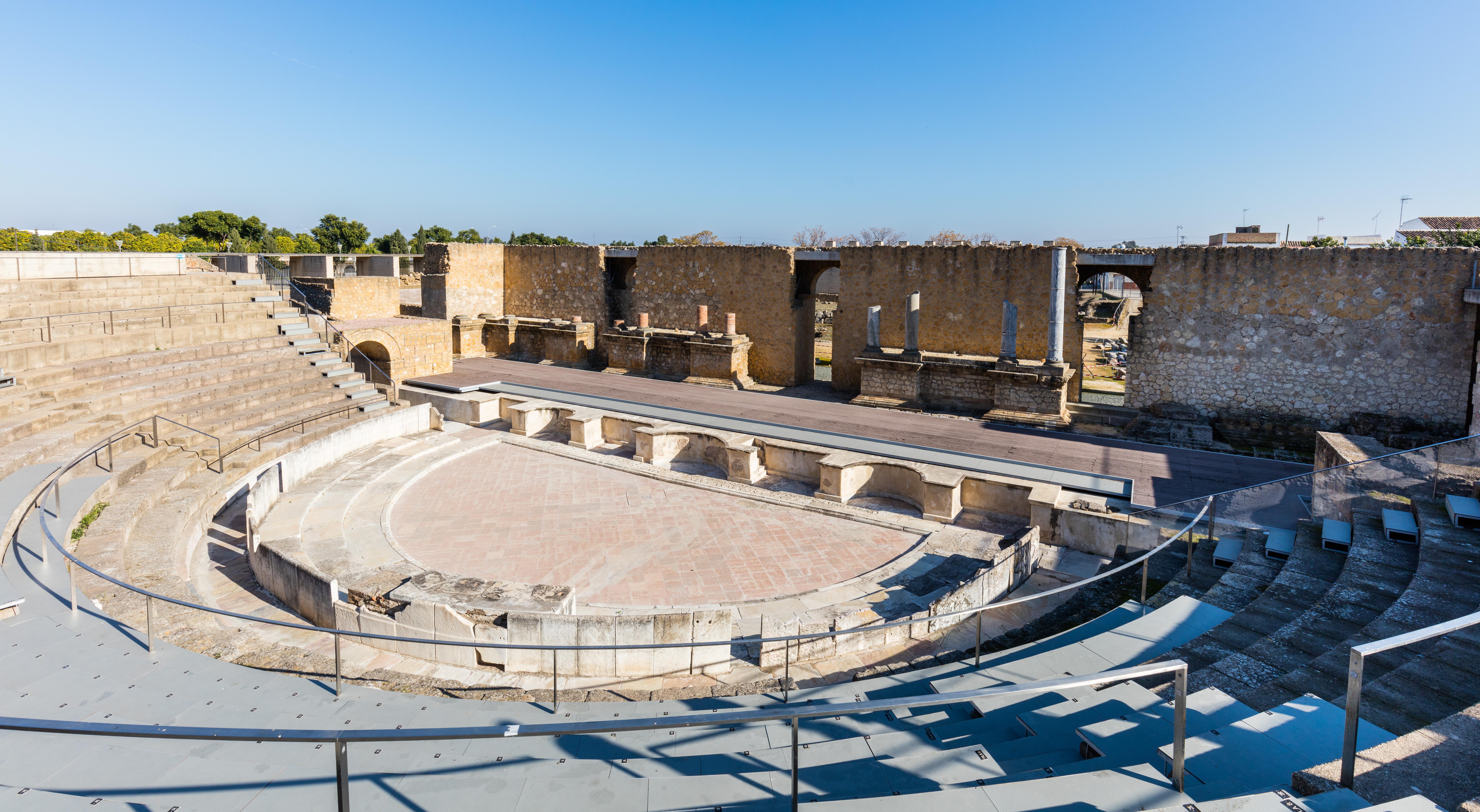 File:Teatro romano de Itálica, Santiponce, Sevilla, España, 2015-12-06, DD 46...