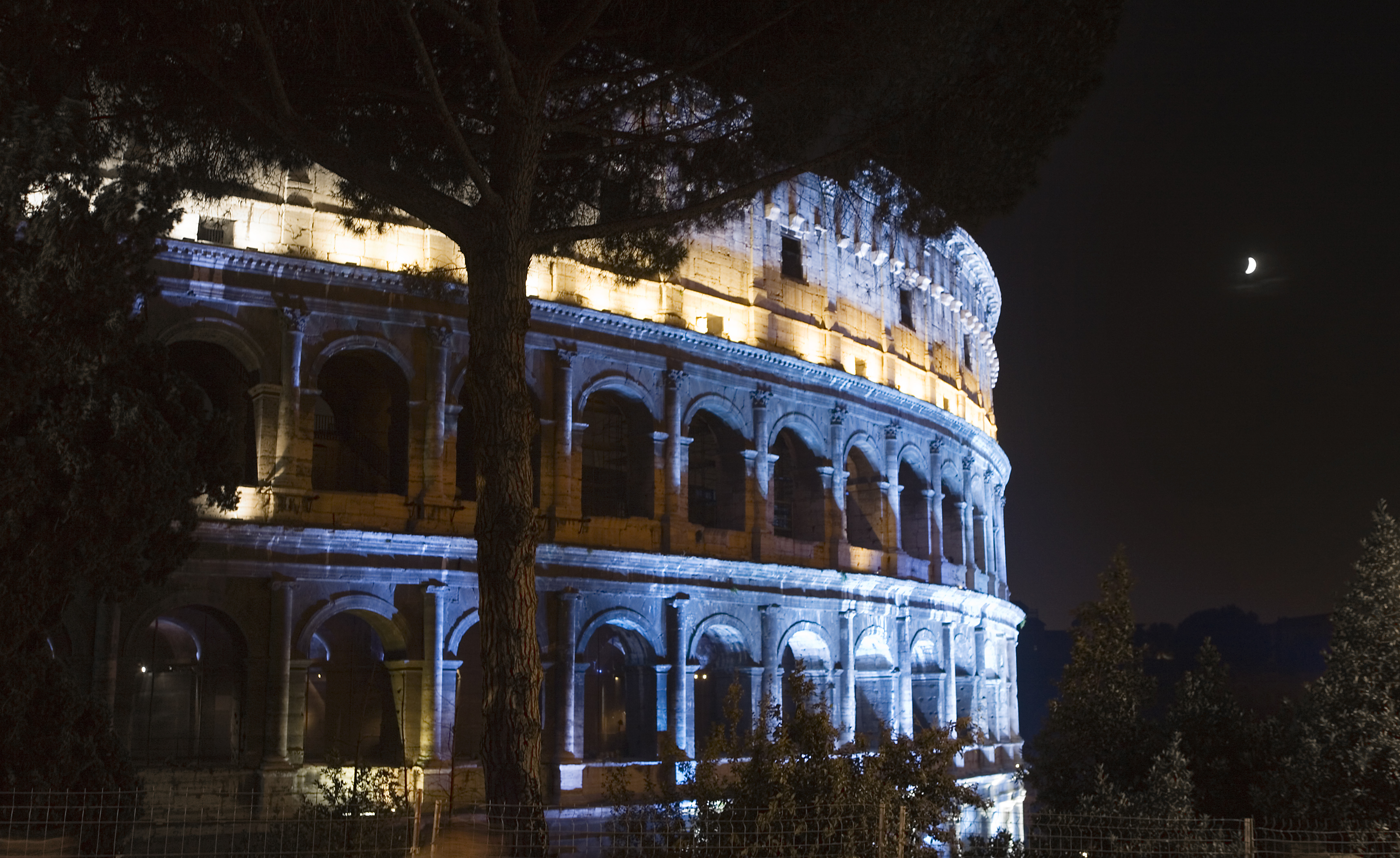 Beautiful Wallpaper Night Colosseum - The_Colosseum_at_night%2C_Rome_-_2141  Trends.jpg