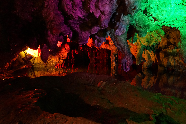 ファイル the inside of makidoh limestone cavern 7 jpg wikipedia