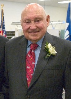English: Truett Cathy, founder of Chik-fil-a