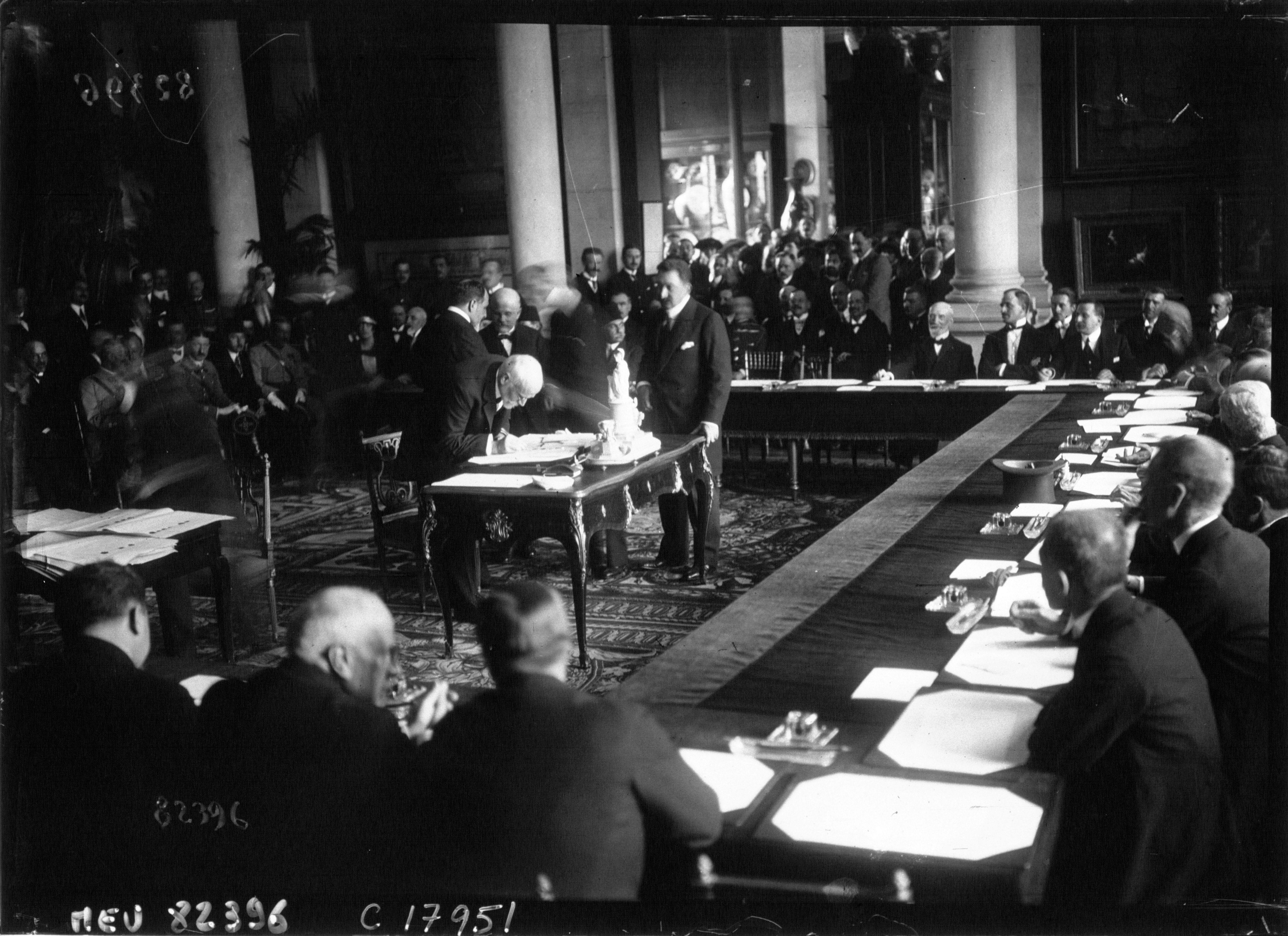 File:Venizelos signing the Treaty of Sevres.jpeg