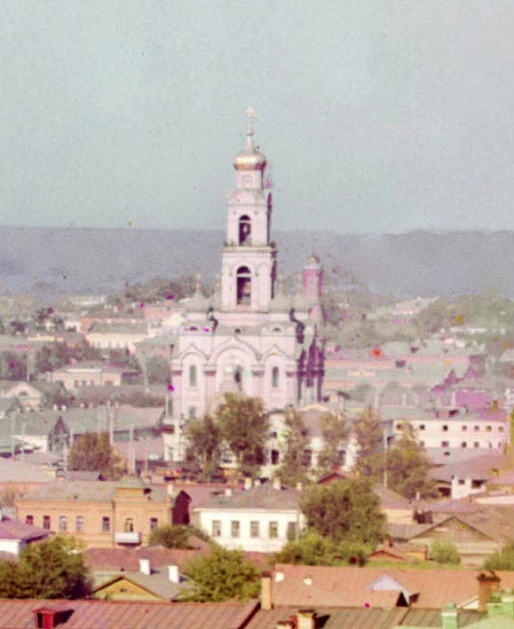 This photo by Sergey Prokudin-Gorsky from 1910 shows the tallest building in the pre-revolutionary Urals, the Great Zlatoust bell tower Vid na B Zlatoust.jpg