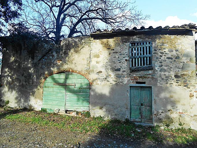 File villa colle alberto vecchie case wikimedia for Case vecchie ristrutturate