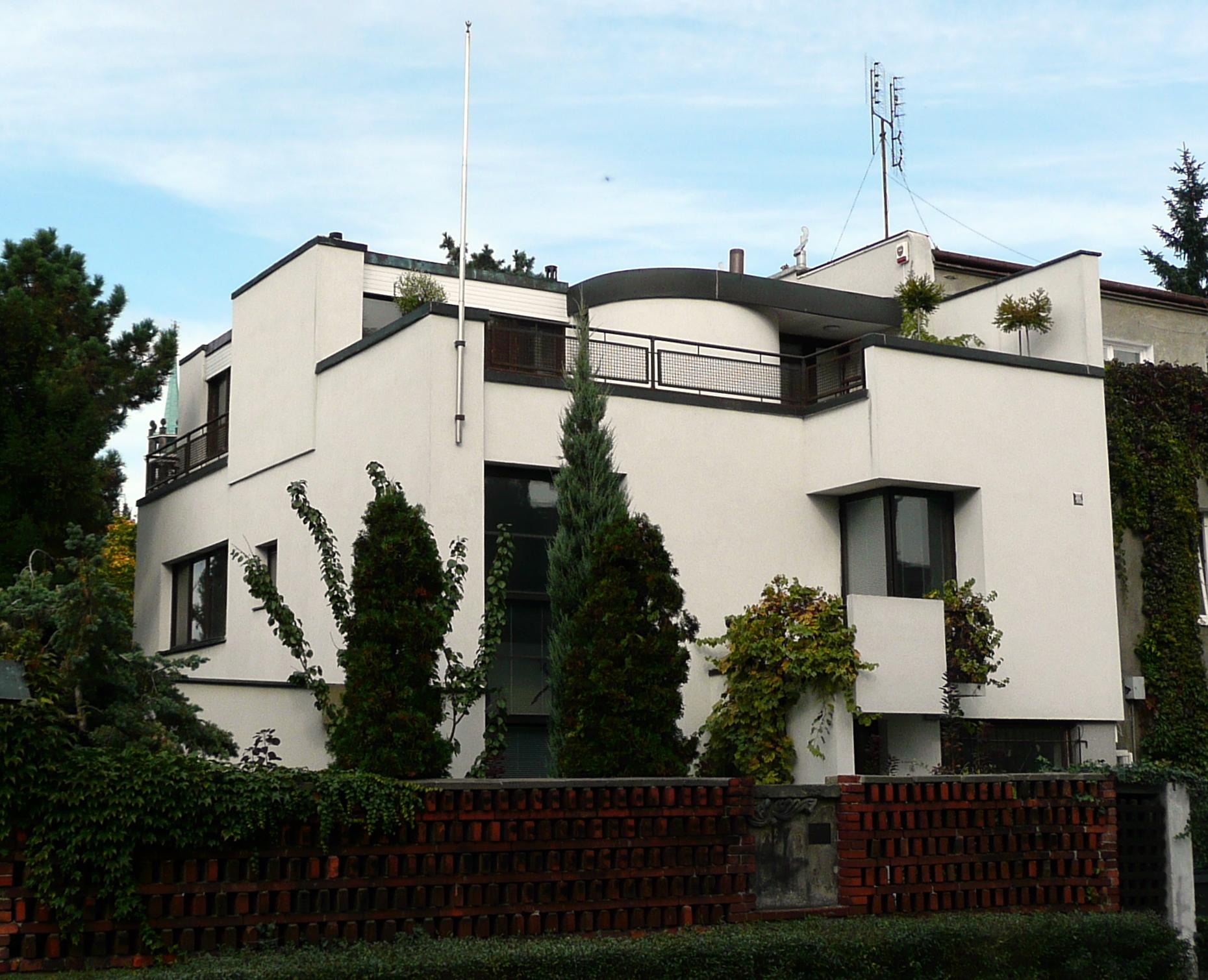 http://upload.wikimedia.org/wikipedia/commons/1/13/Warszawa_Dom_Brukalskich_ul._Niegolewskiego8_1927.JPG