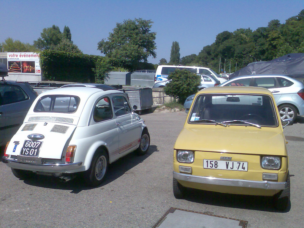 File White Fiat 500 And Beige Fiat 126 Jpg Wikimedia Commons
