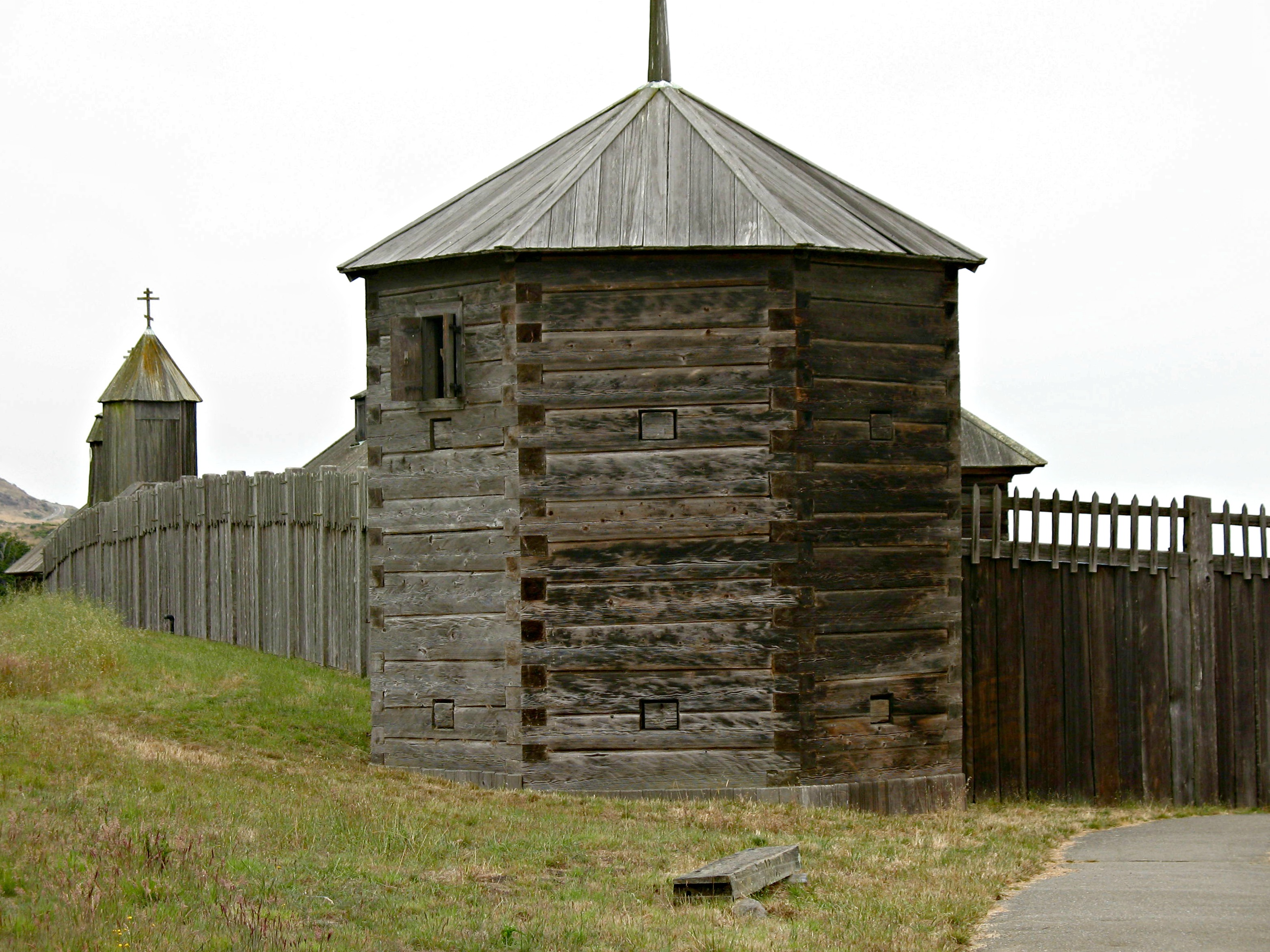 File wooden fort jpg wikimedia commons for Old wooden forts