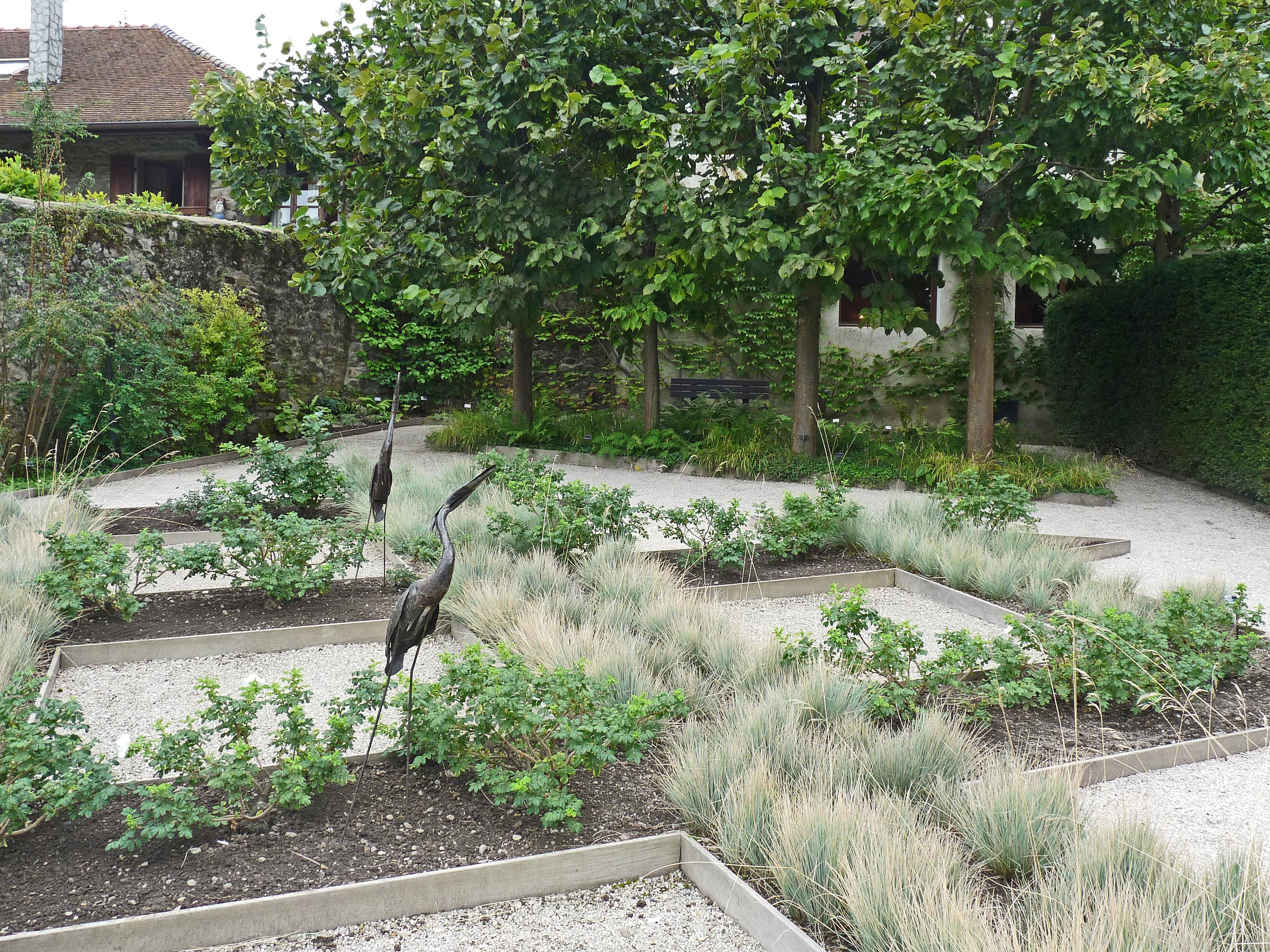 File yvoire jardin des cinq sens 2 jpg wikimedia commons for Jardin 44 des 5 sens