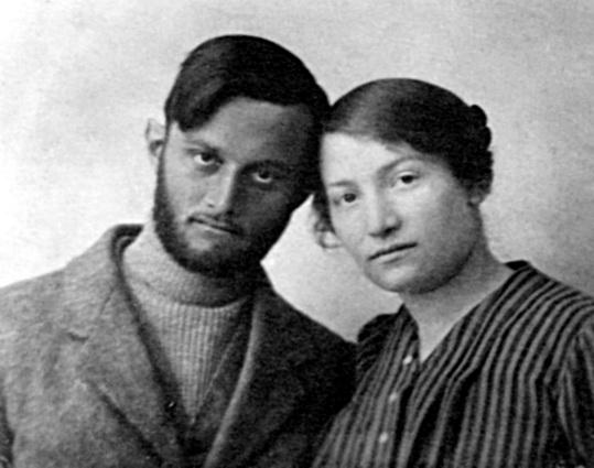אבשלום עם שרה אהרנסון אחרי צאתו מבית הכלא בבאר שבע 1916 - iתמר אשלi btm10948.jpeg