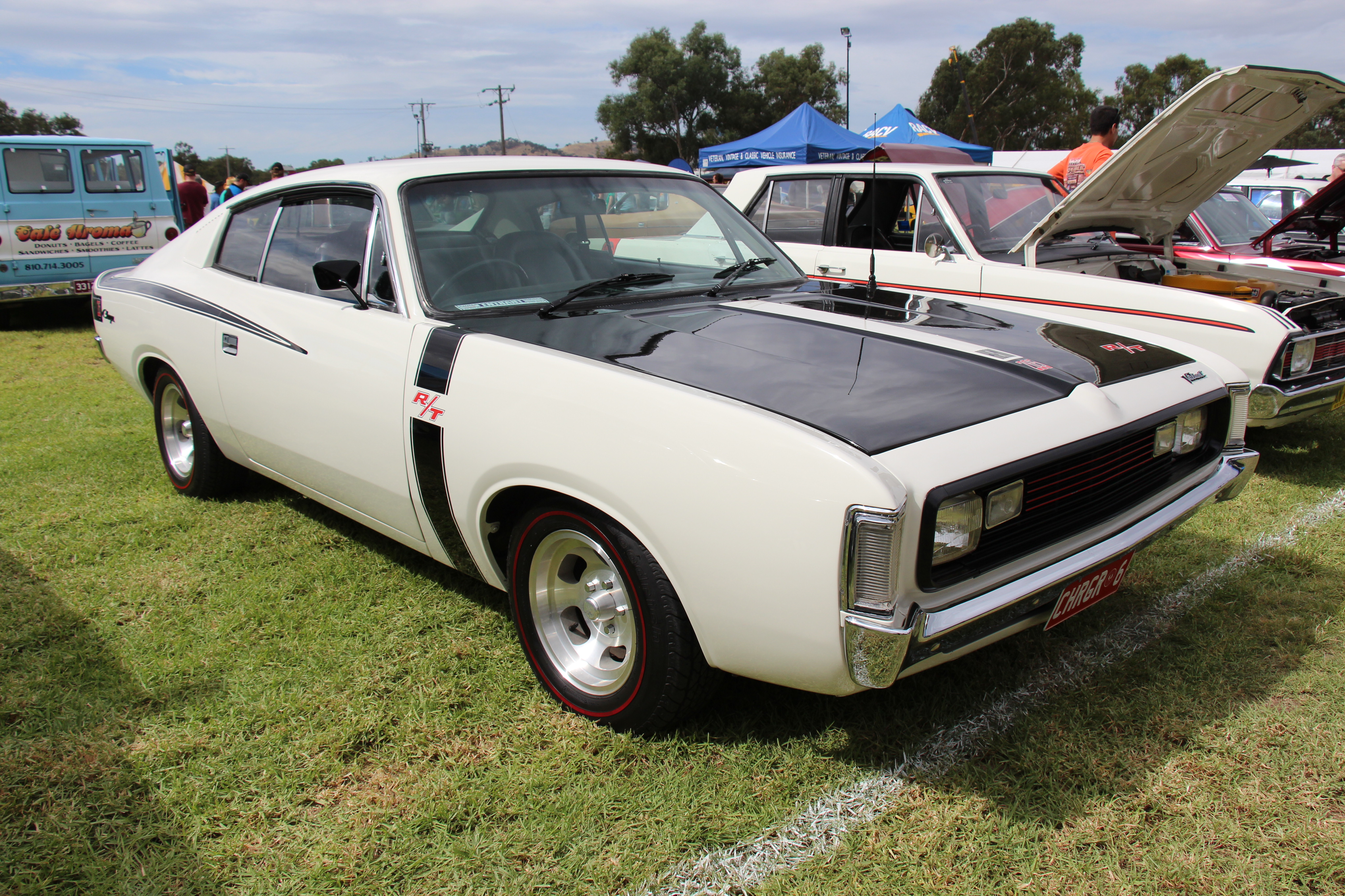 1972_Chrysler_Valiant_VH_Charger_RT_%281