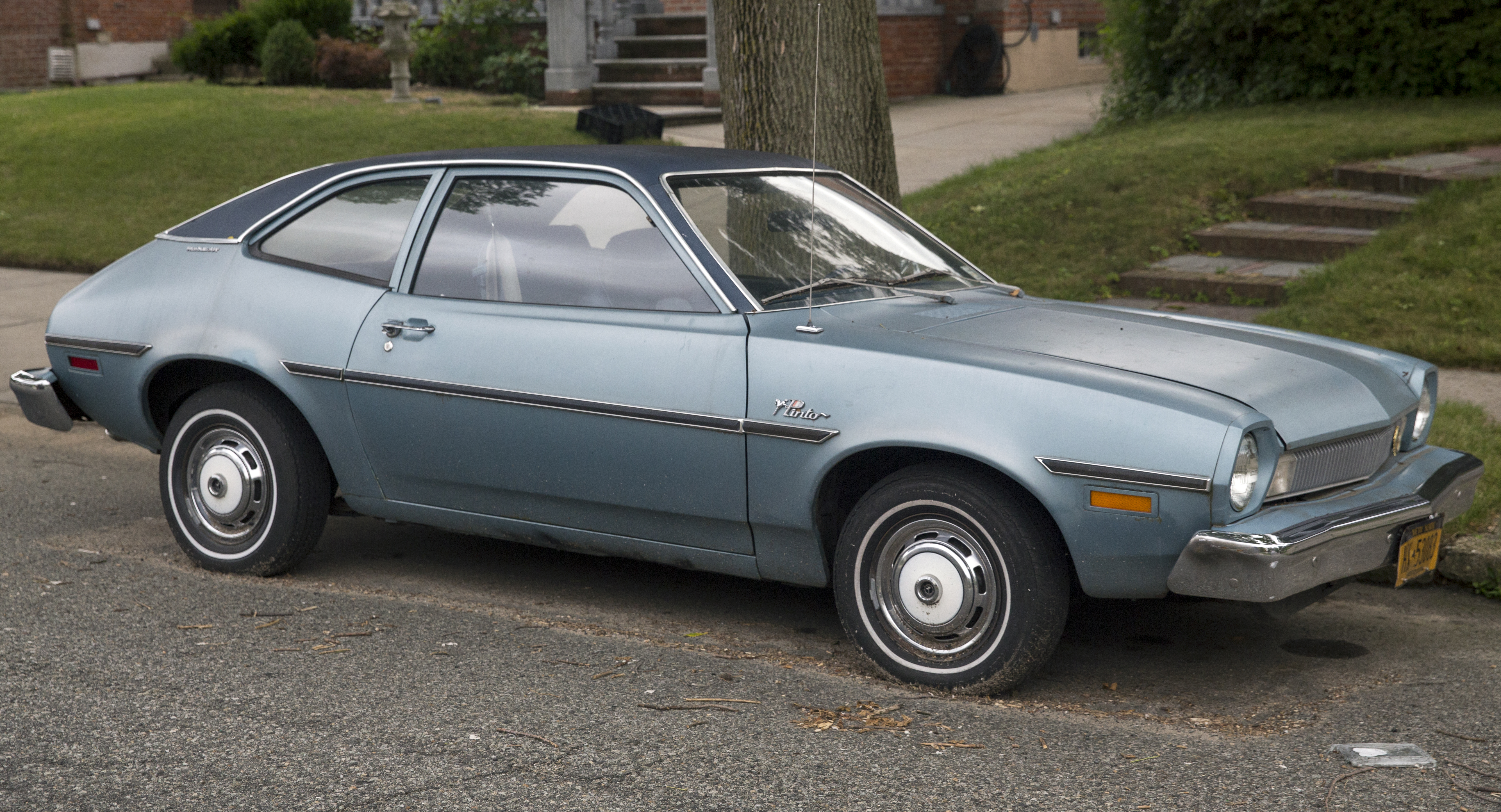1975_Ford_Pinto_Runabout_2.8V6%2C_front_