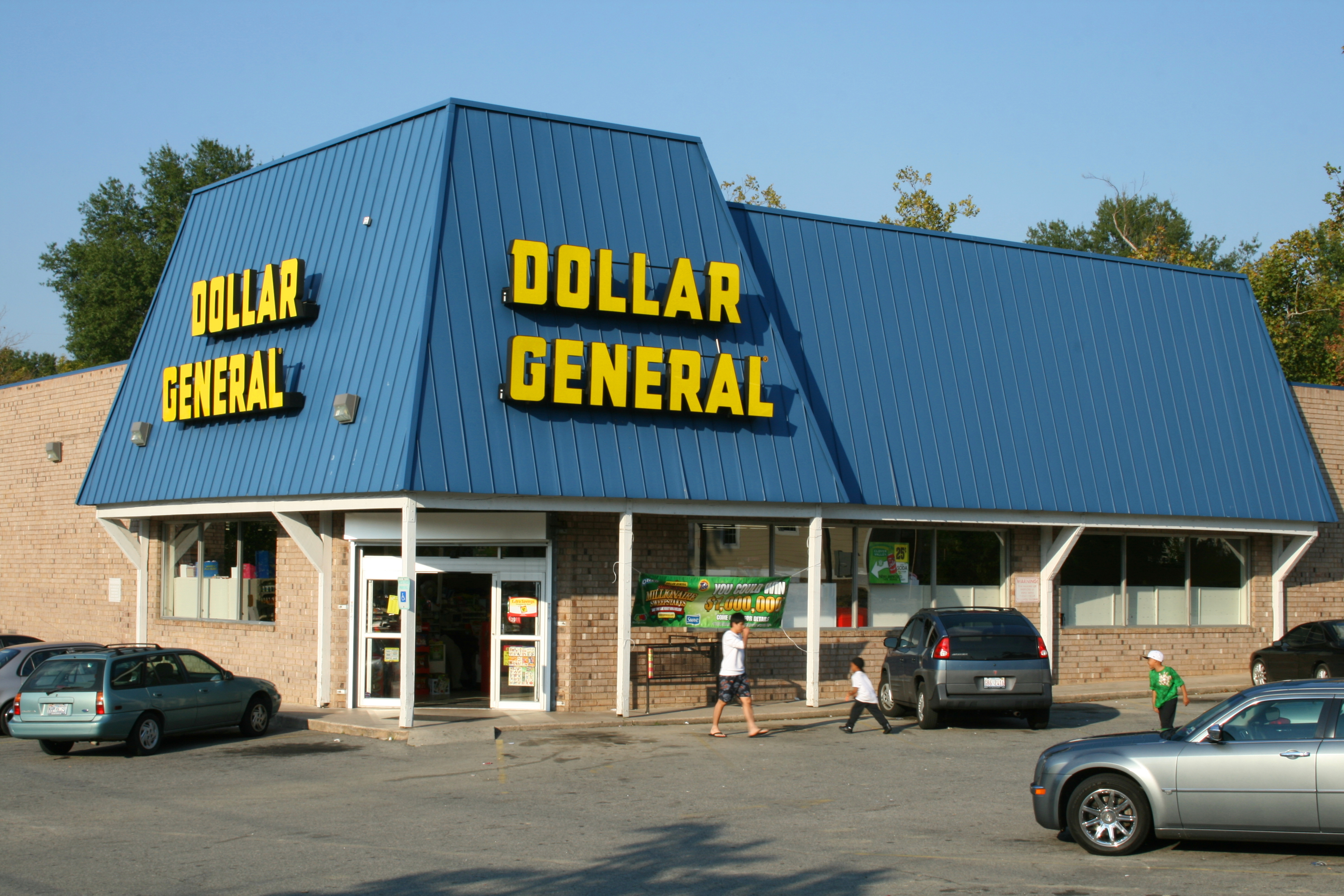 At a time when more and more people are shopping online, hurting brick-and-mortar stores and leaving mall shops empty, Dollar General's business is booming. Right now, the chain has 14, stores.