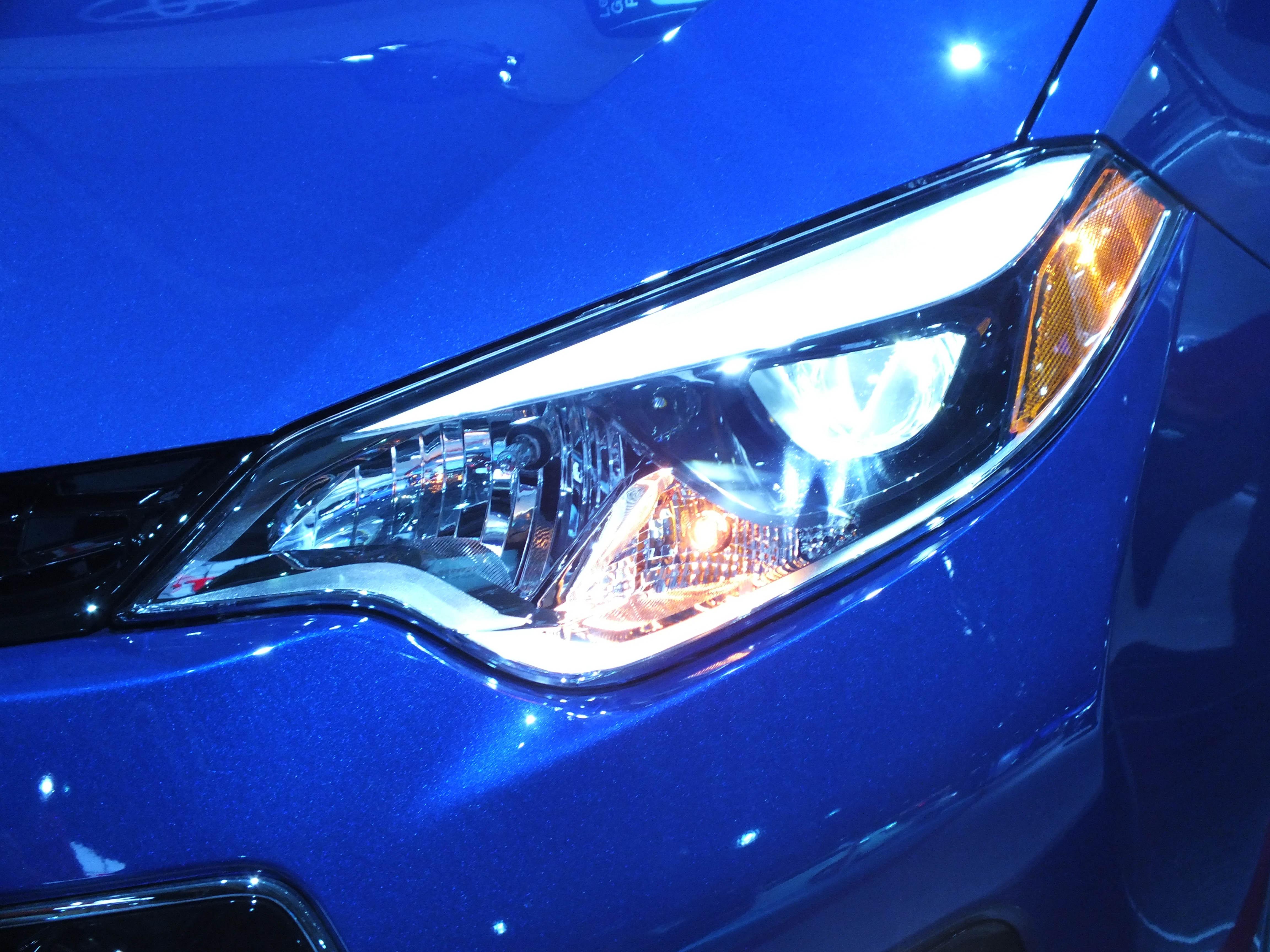 Suzuki Kizashi Headlight Replacement