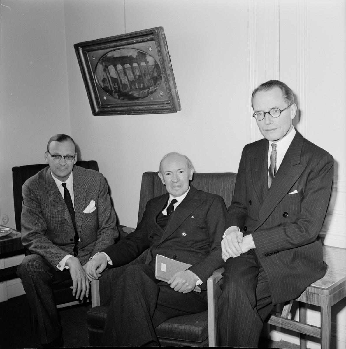 Allardyce Nicoll (middle) visiting [[Uppsala University
