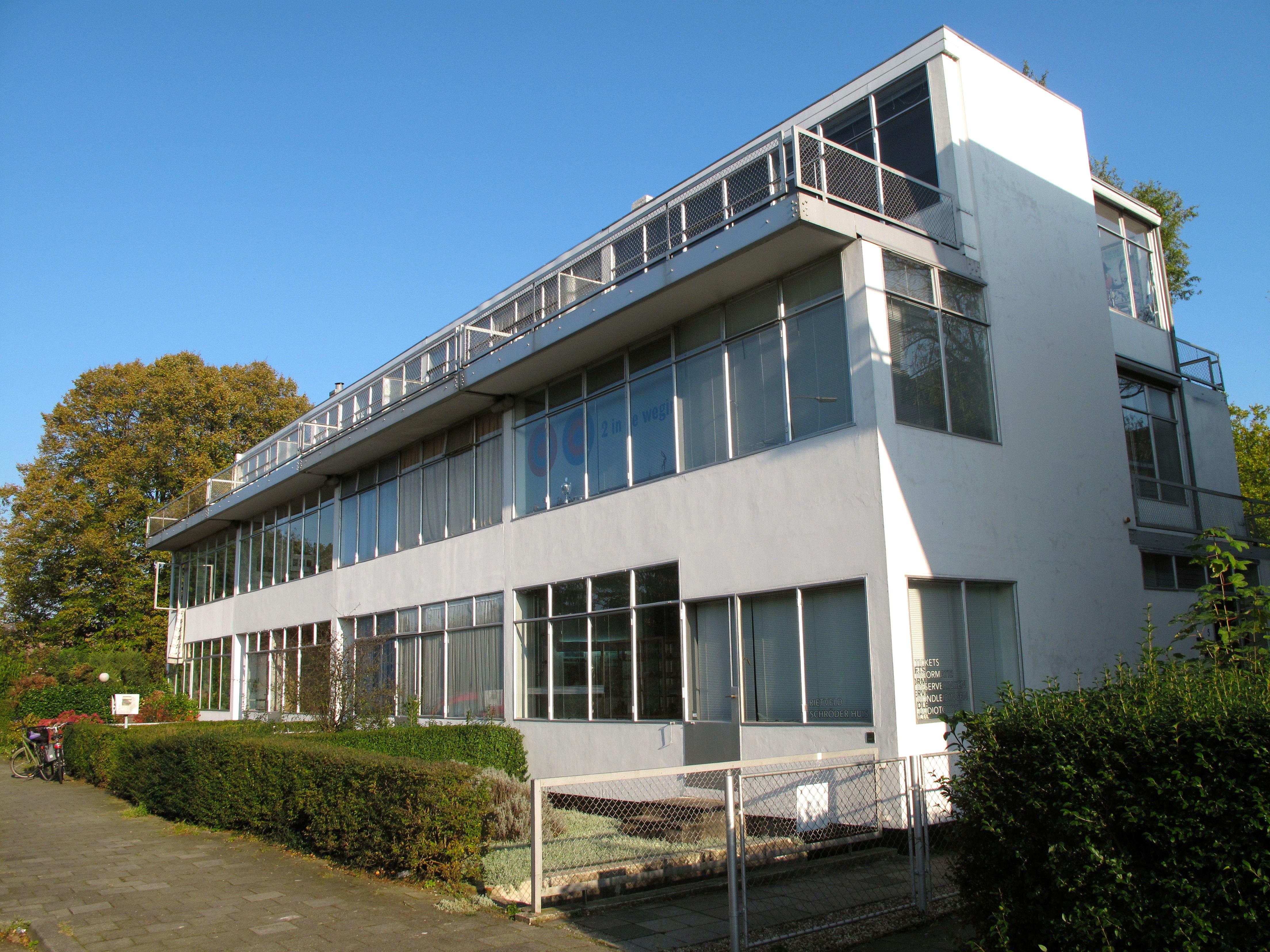 http://upload.wikimedia.org/wikipedia/commons/1/14/Appartentenblok_naast_Rietveld-Schroderhuis.jpg