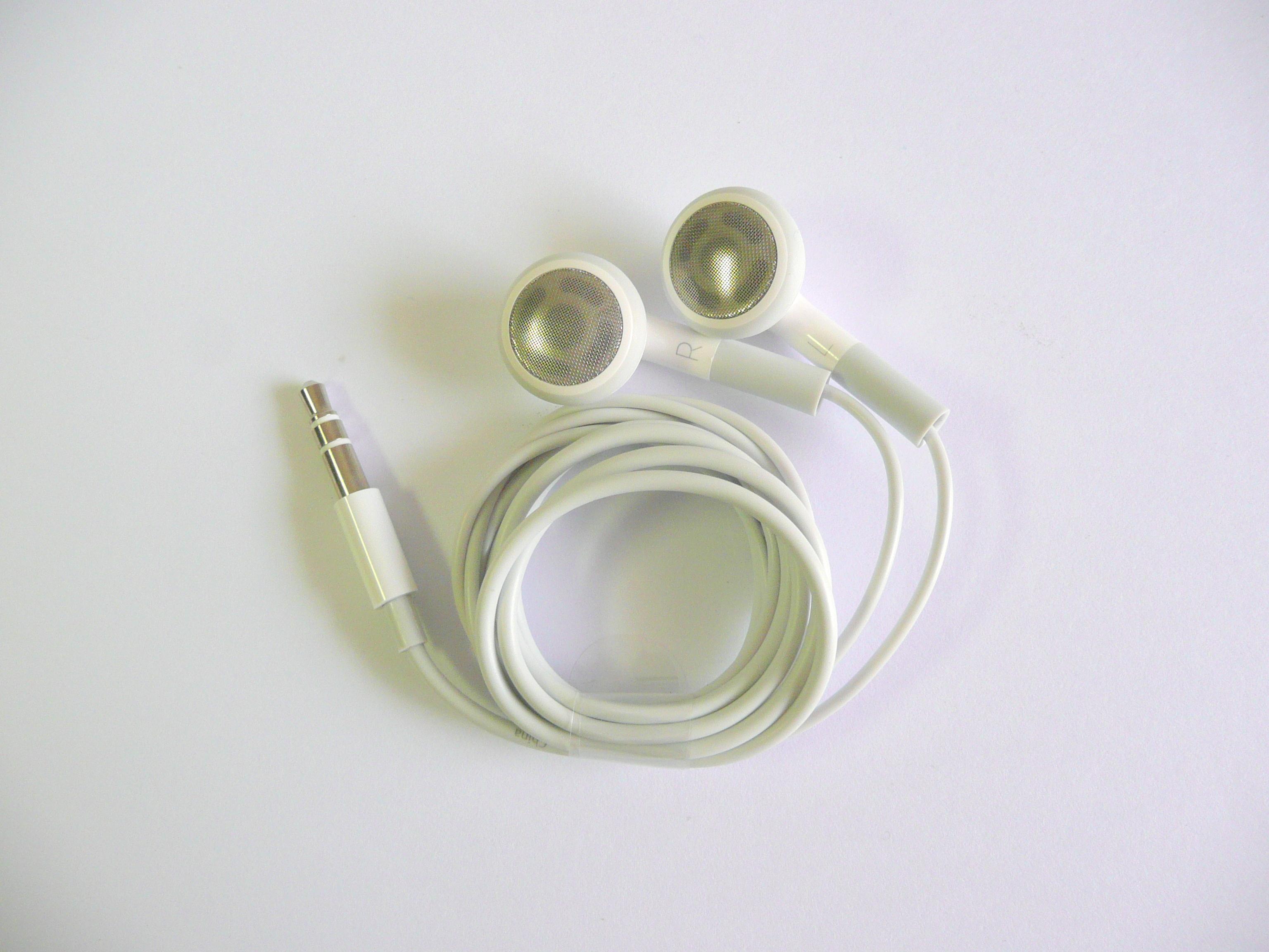 how to clean apple earphones