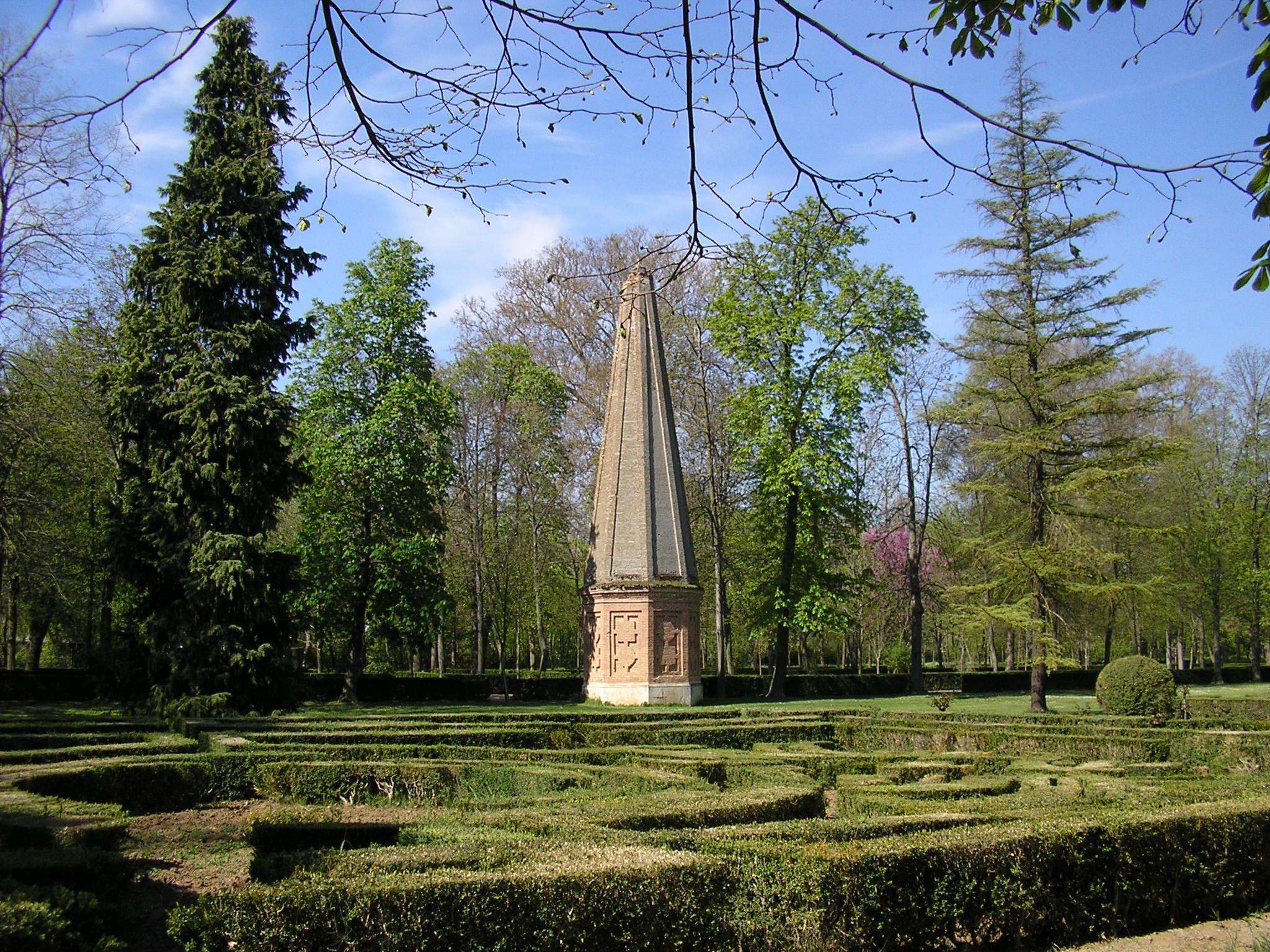 File aranjuez jard n de la isla obelisco jpg wikimedia for Jardin de la isla aranjuez