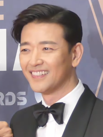 The 42-year old son of father Park Tae-soo and mother(?) Bae Su Bin in 2019 photo. Bae Su Bin earned a  million dollar salary - leaving the net worth at 1 million in 2019