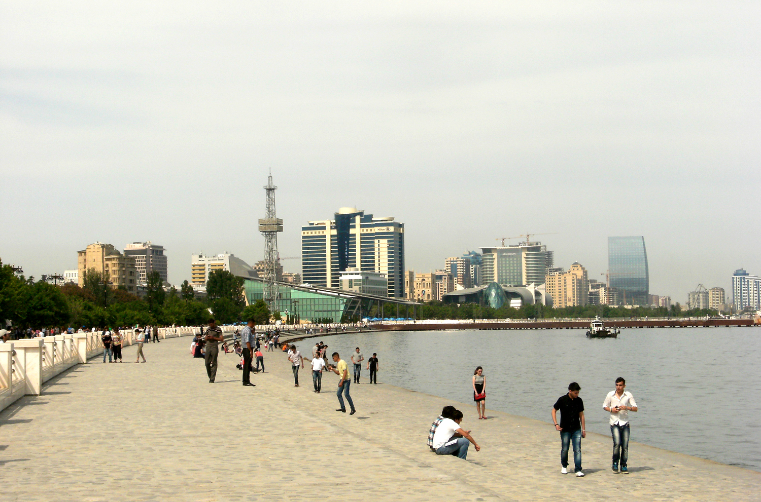 file baku seaside bulevard jpg wikimedia commons
