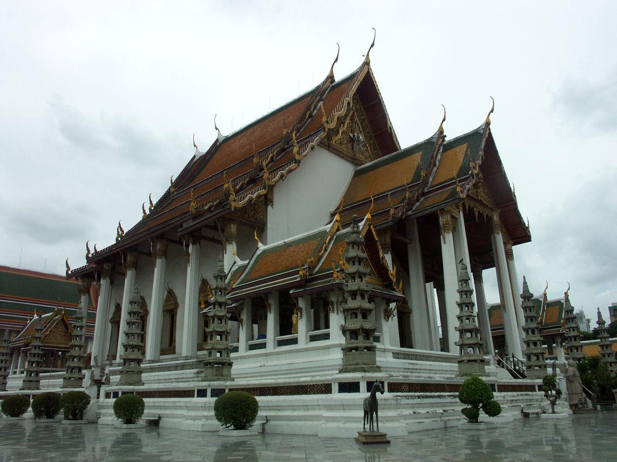 File:Bangkok wat suthat 001.JPG - Wikimedia Commons