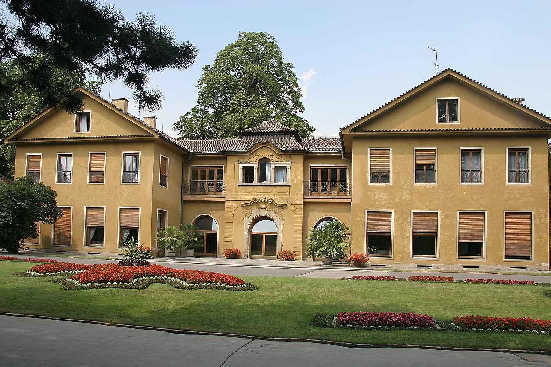 File:Benešova vila v Královské zahradě.jpg - Wikimedia Commons