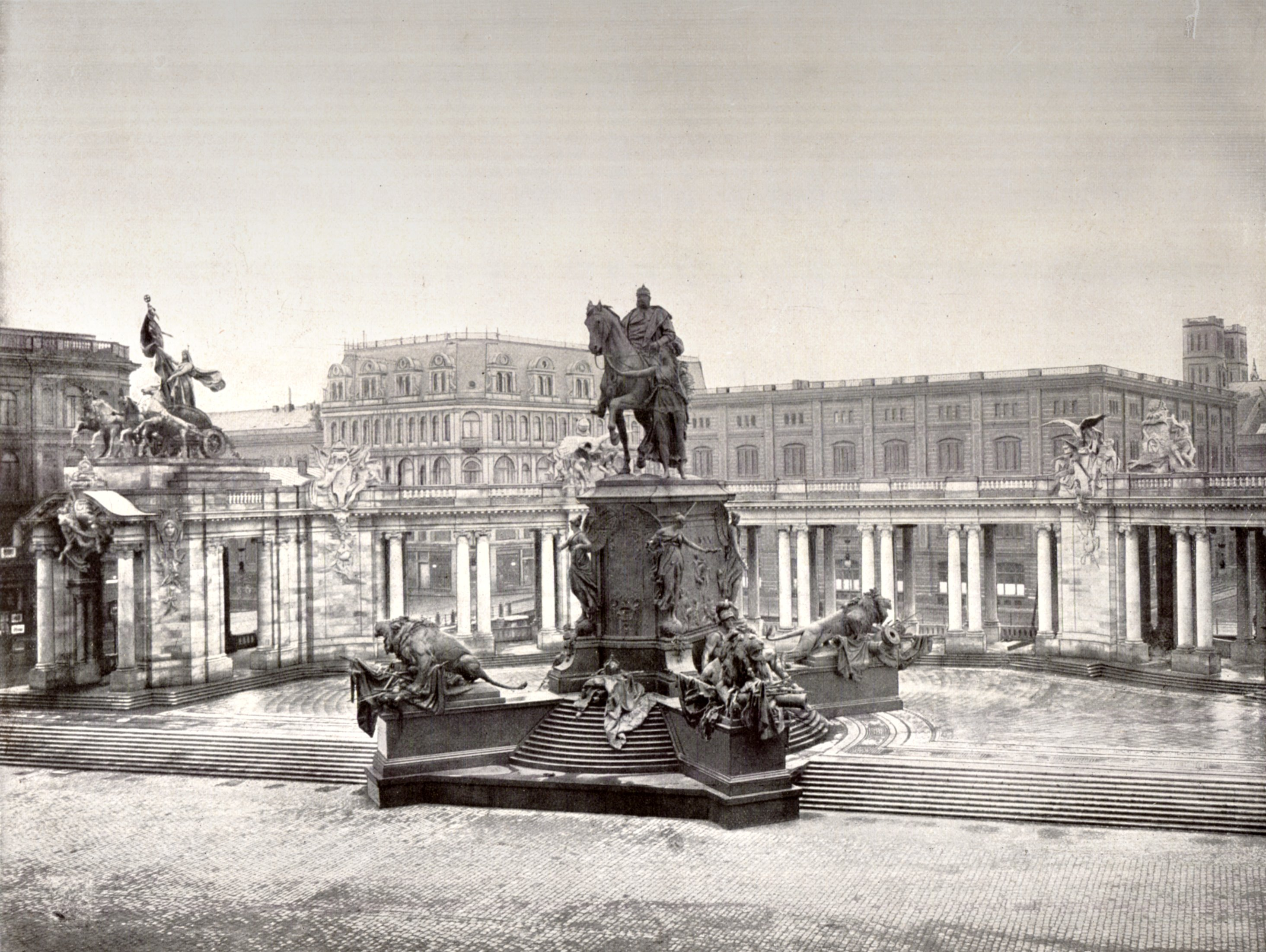 https://upload.wikimedia.org/wikipedia/commons/1/14/Berlin_Nationaldenkmal_Kaiser_Wilhelm_1900.jpg