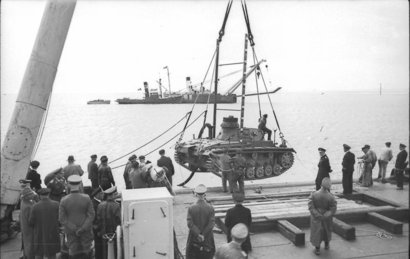 bundesarchiv bild 101ii-mw-5674-45, Übungen mit panzer iii für unternehmen seelöwe.jpg