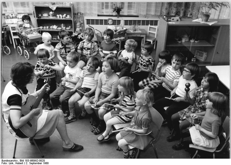 Oppburg, Blick in den Kindergarten - Quelle: Wikimedia / Deutsches Bundesarchiv