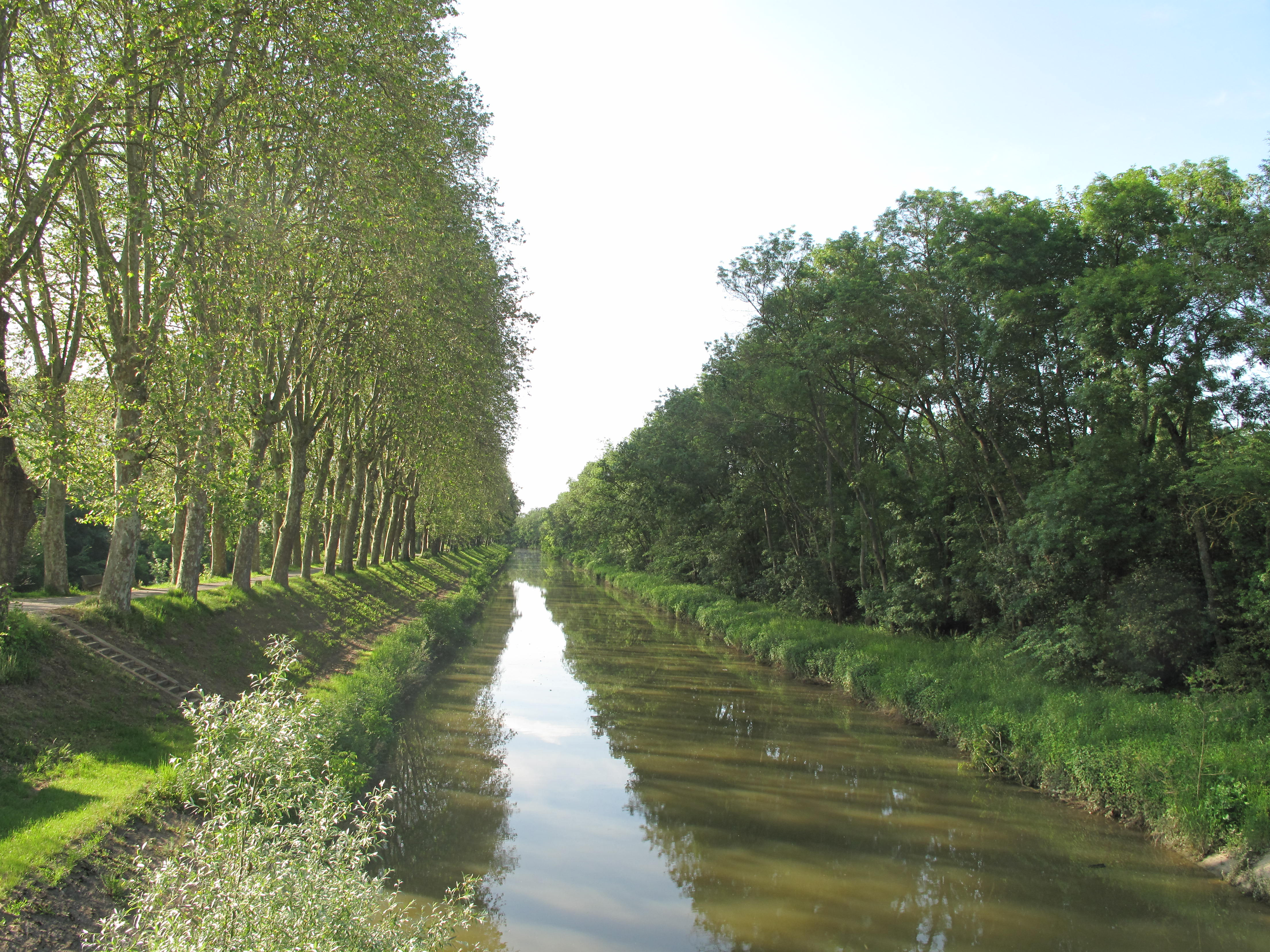 File canal in pont de wikimedia commons for Piscine pont de vaux