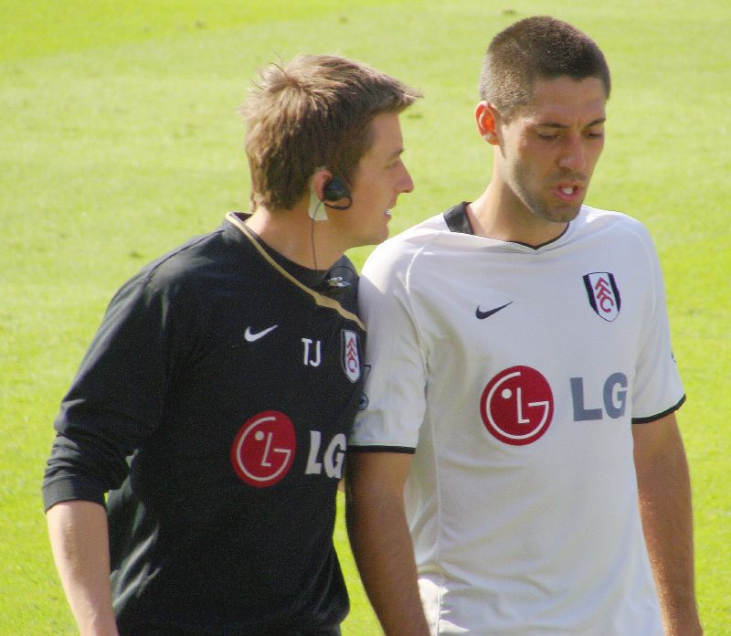 Clint Dempsey (right) scored his 16th Premier League goal to hold Chelsea to a 1-1 draw (Nick/Wikimedia Commons).