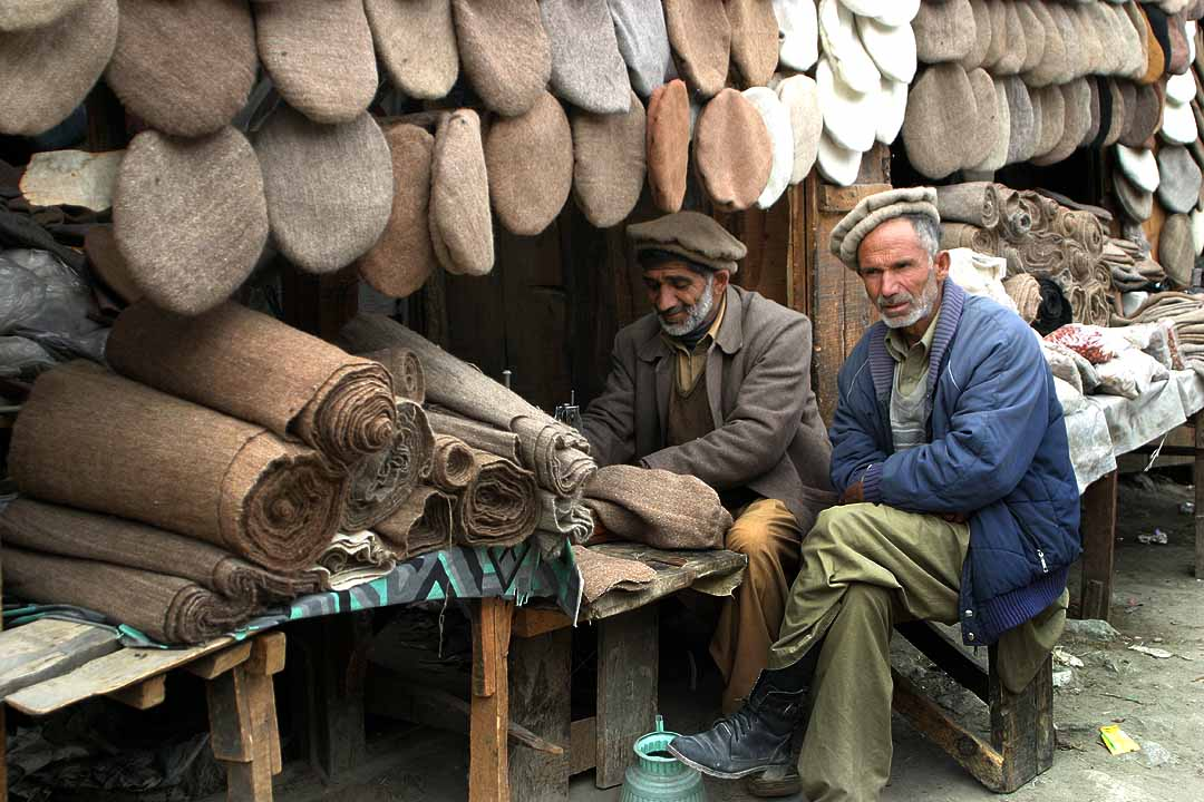 Afghan Ultima ratio Craftmen-pakol-hats-northen-pakistan-by-babasteve