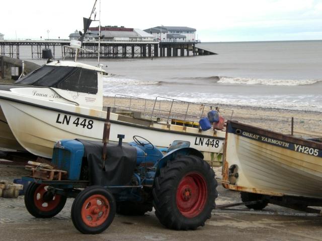 File:Cromer                 Pier.jpg