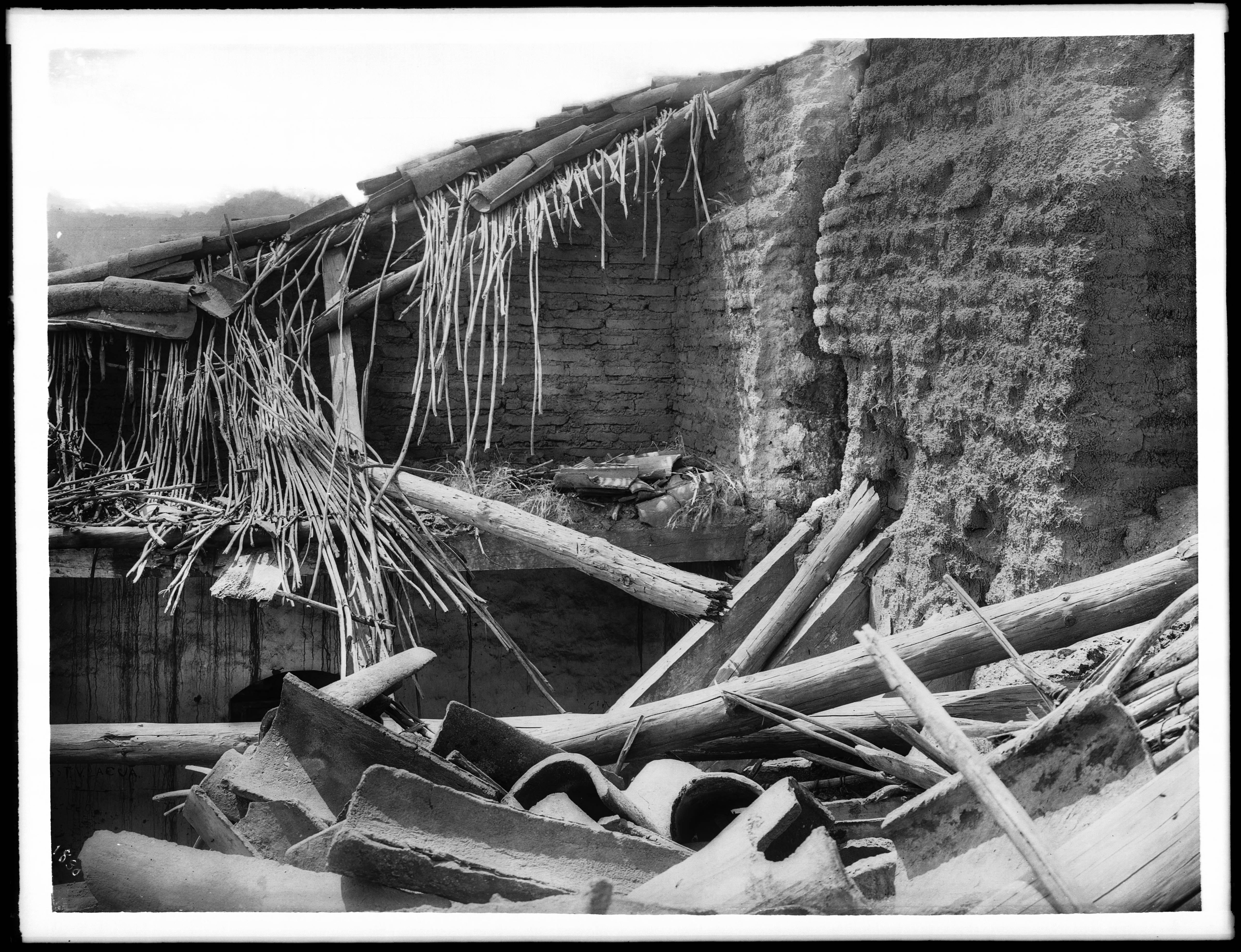 File Detail Of Tile Roof Laid On Tule Reeds At Mission San