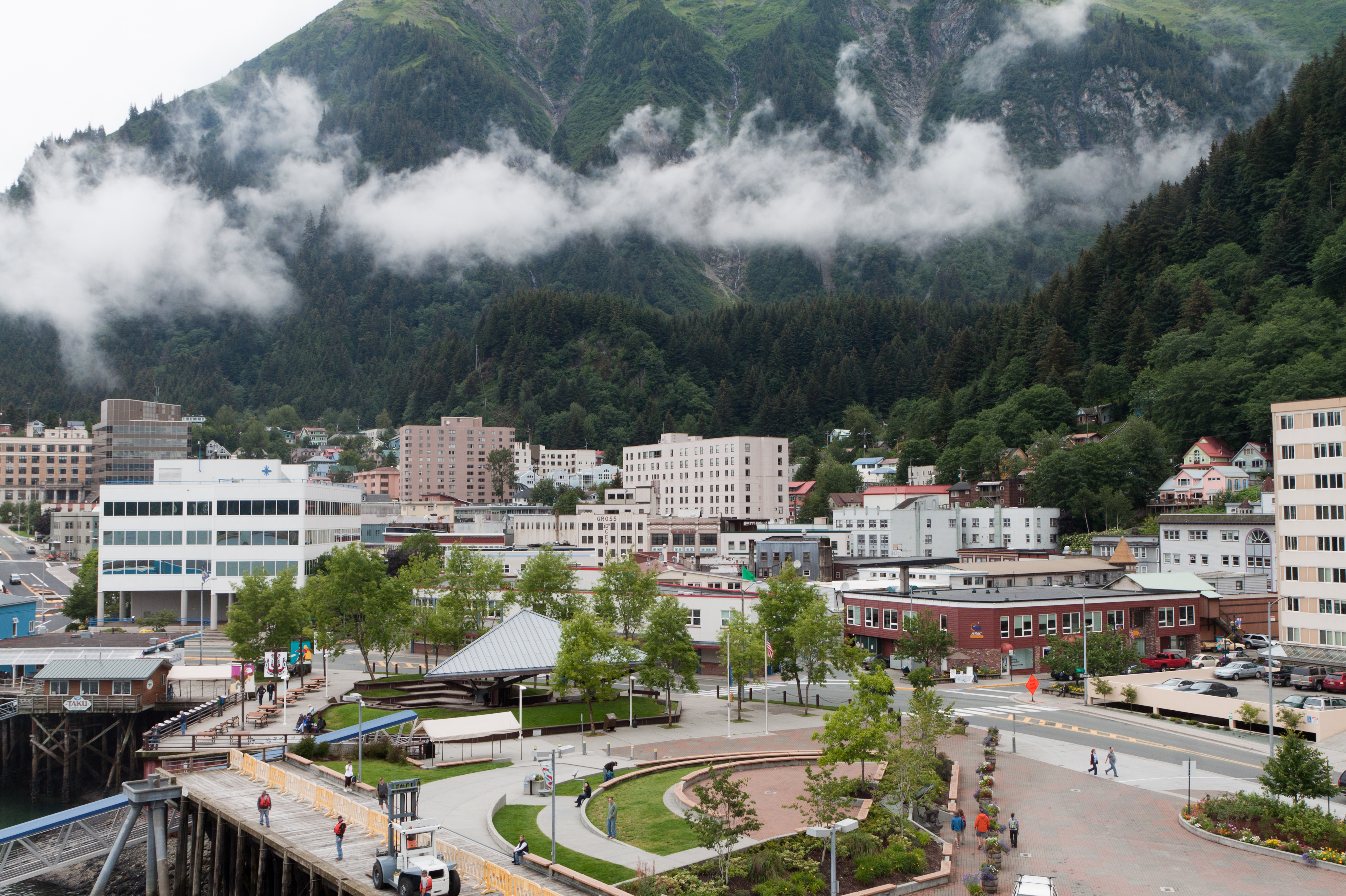 http://upload.wikimedia.org/wikipedia/commons/1/14/Downtown_Juneau_with_Mount_Juneau_rising_in_the_background.jpg