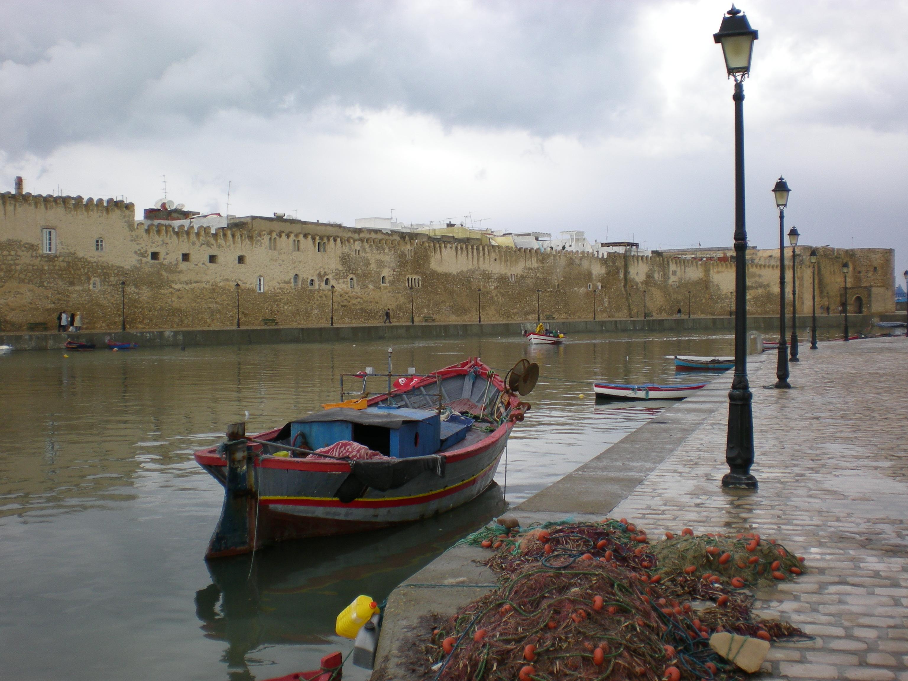 التعريف بتونس كبلد سياحي المعلومات EmbauchurePortPecheBizerte.JPG
