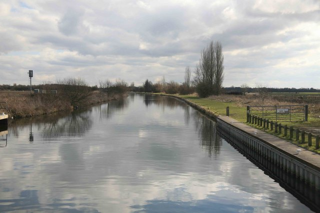 Empty Canal - geograph.org.uk - 1735779