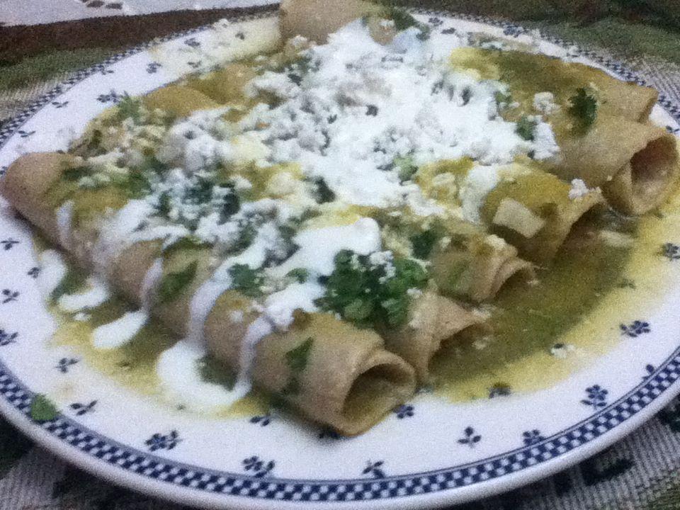 Enchiladas Verdes Images & Pictures - Becuo