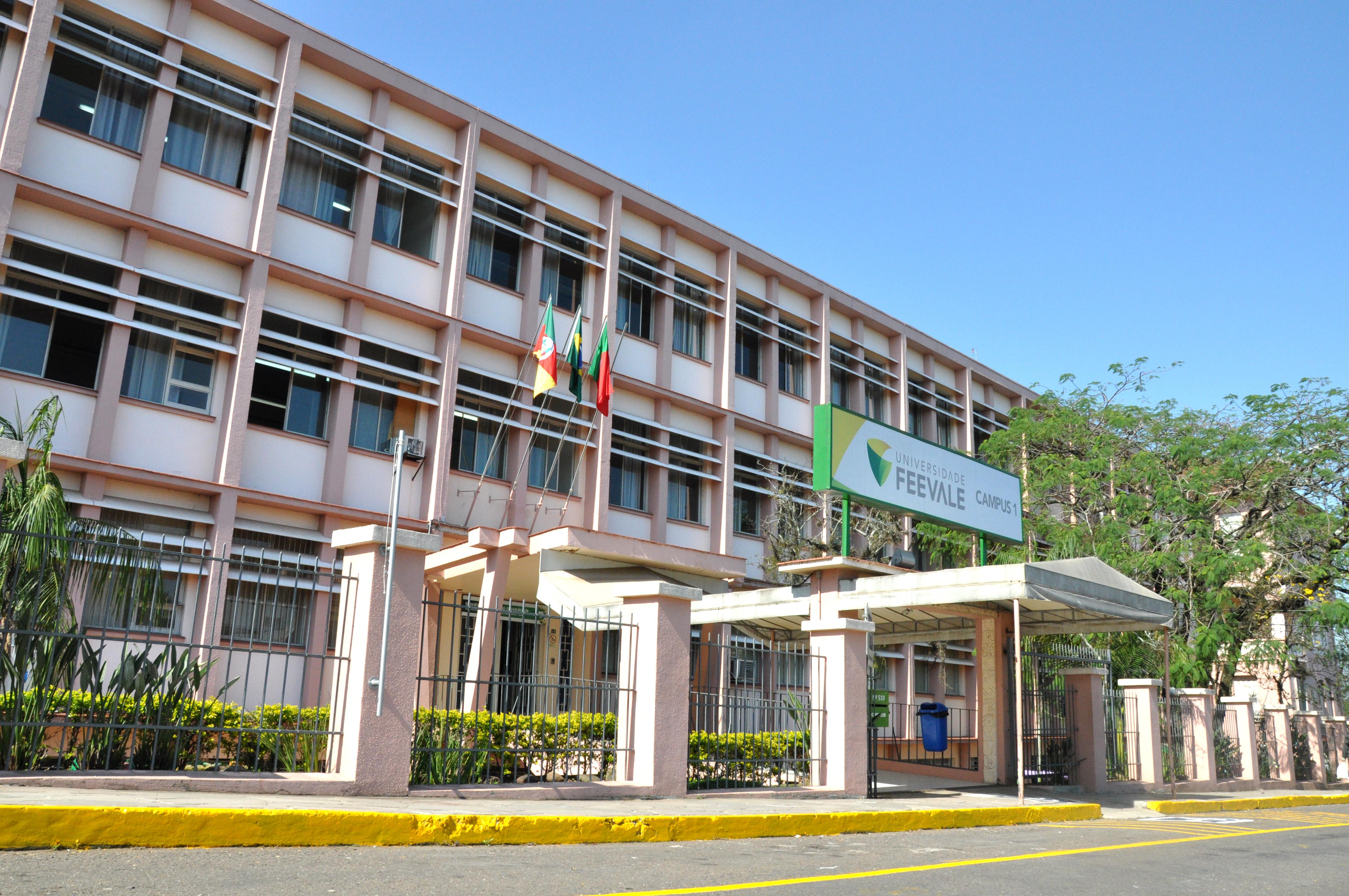 File:Escola de Aplicações.jpg - Wikimedia Commons: commons.wikimedia.org/wiki/File:Escola_de_Aplicações.jpg