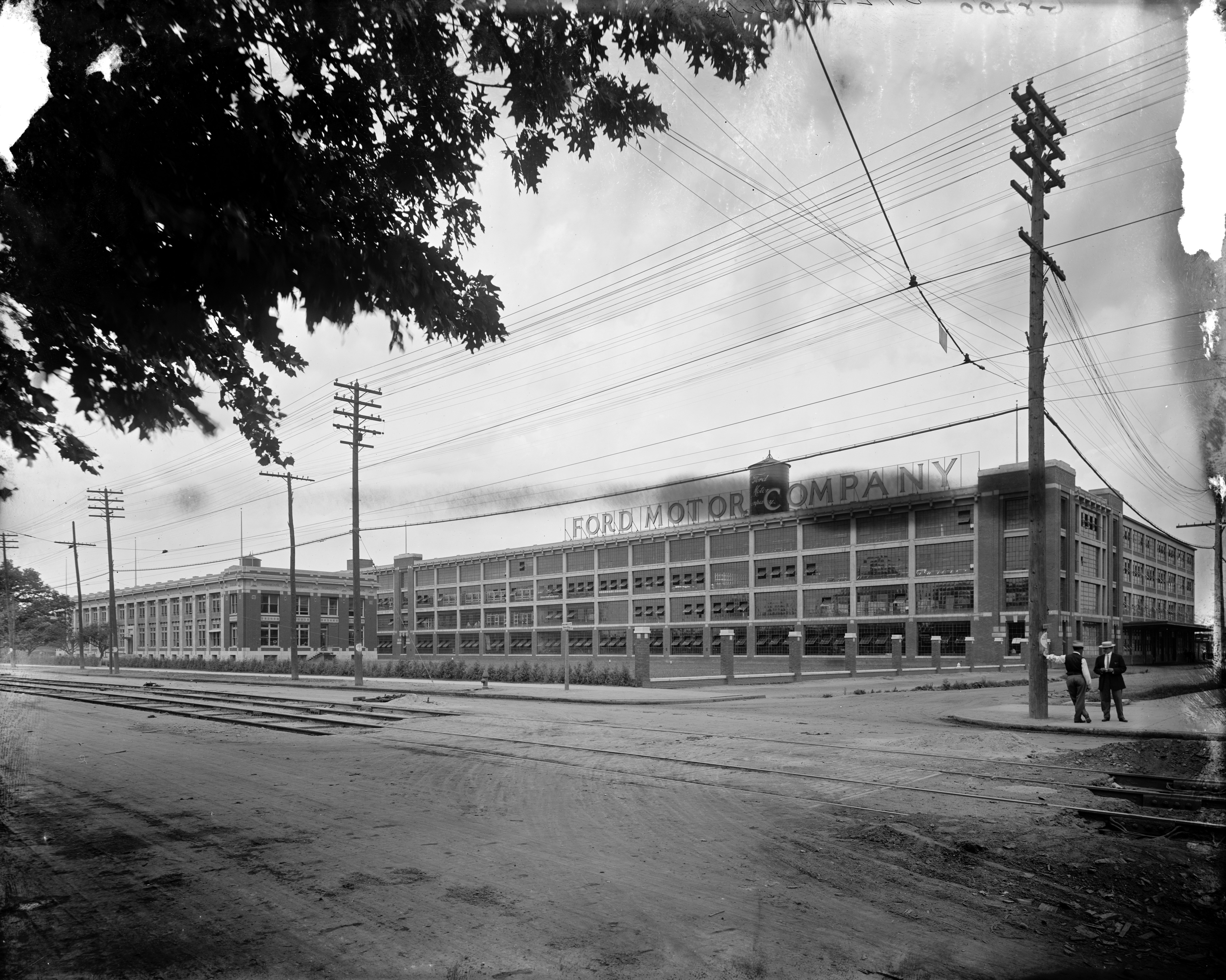 13 oldest photos ever taken in detroit for Jefferson ford motor company