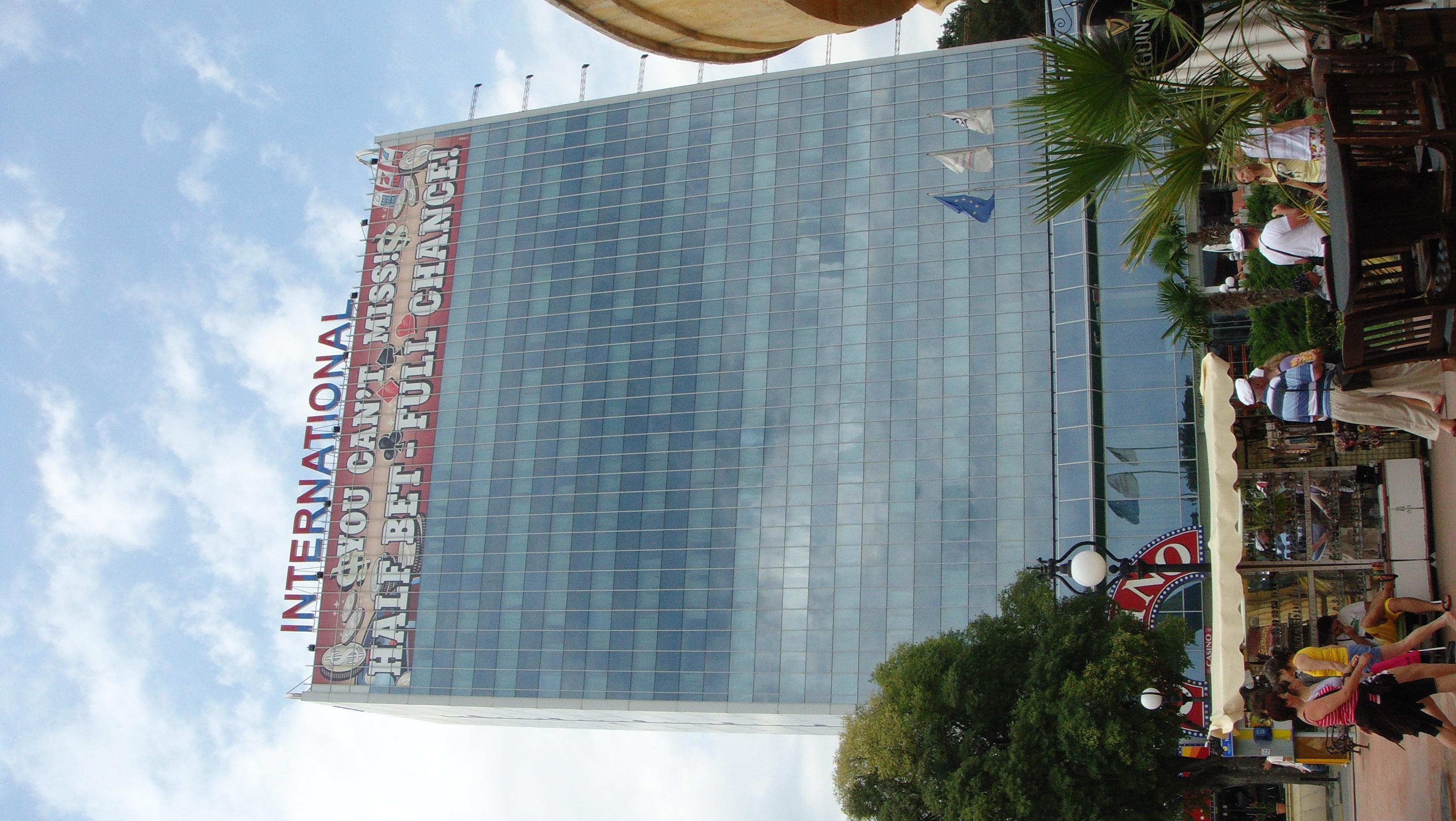 Гранд казино хотел интернационал кличко играет в карты