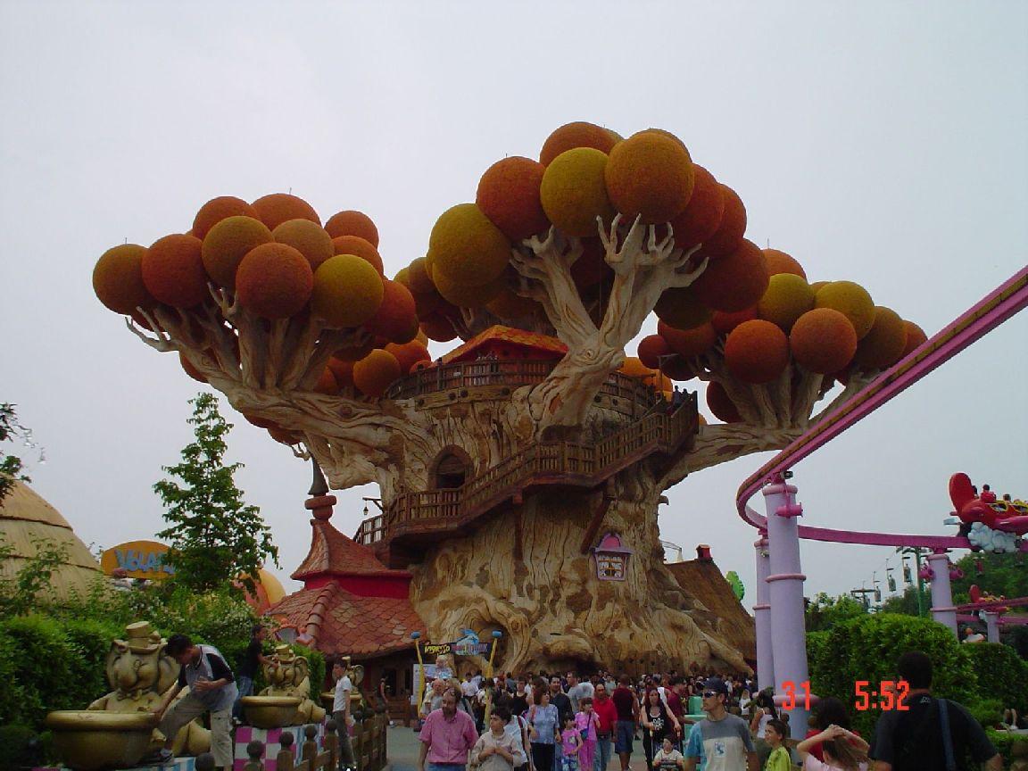 File:Gardeland   Magic House   Panoramio