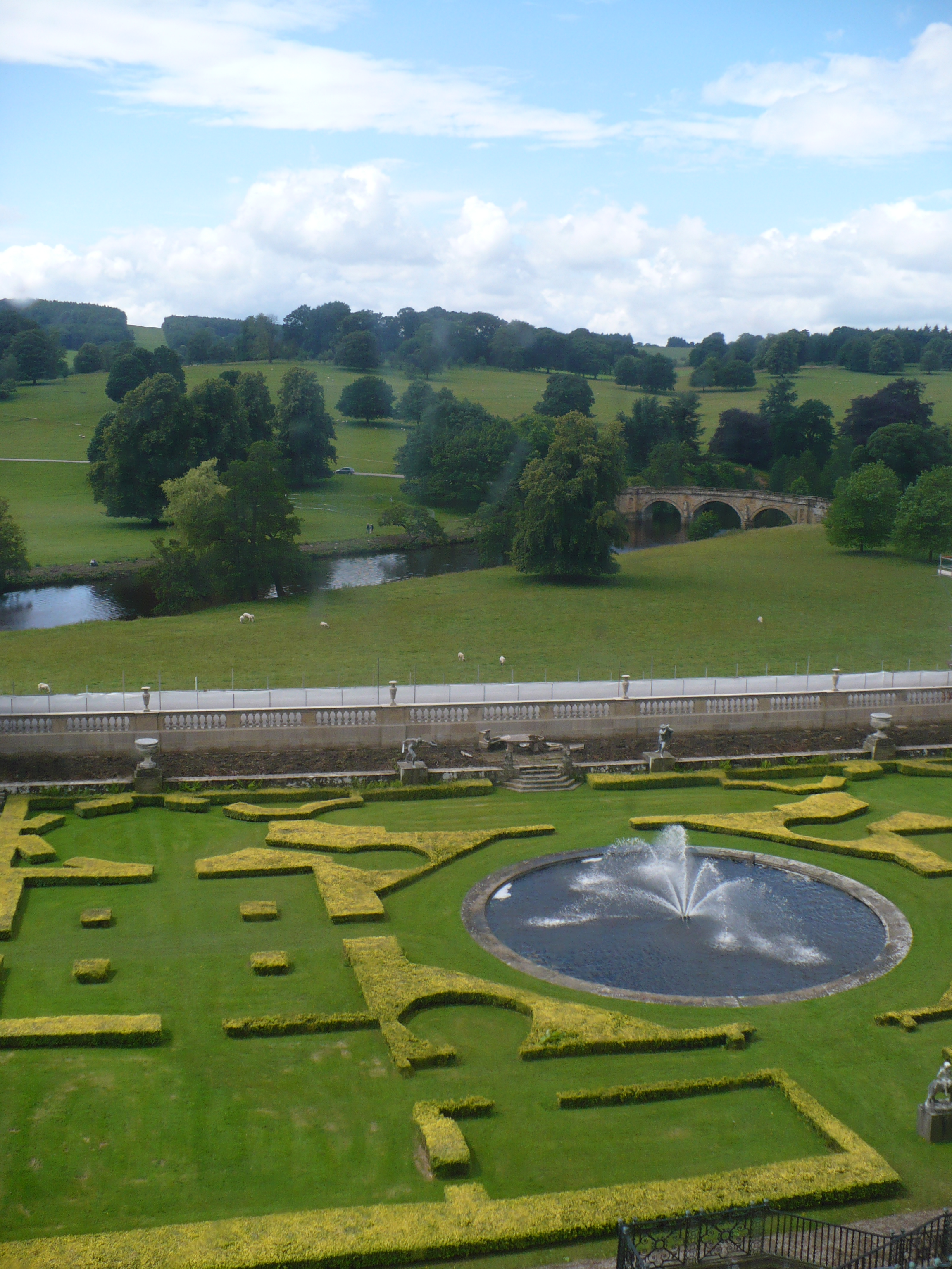 Chatsworth House History: File:Garden And Bridge