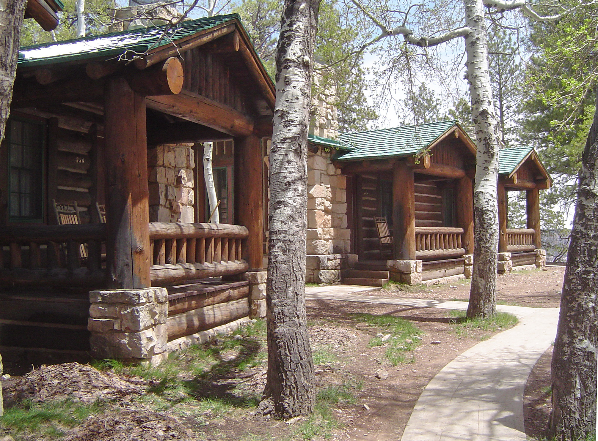 File:Grand Canyon Cabin 2