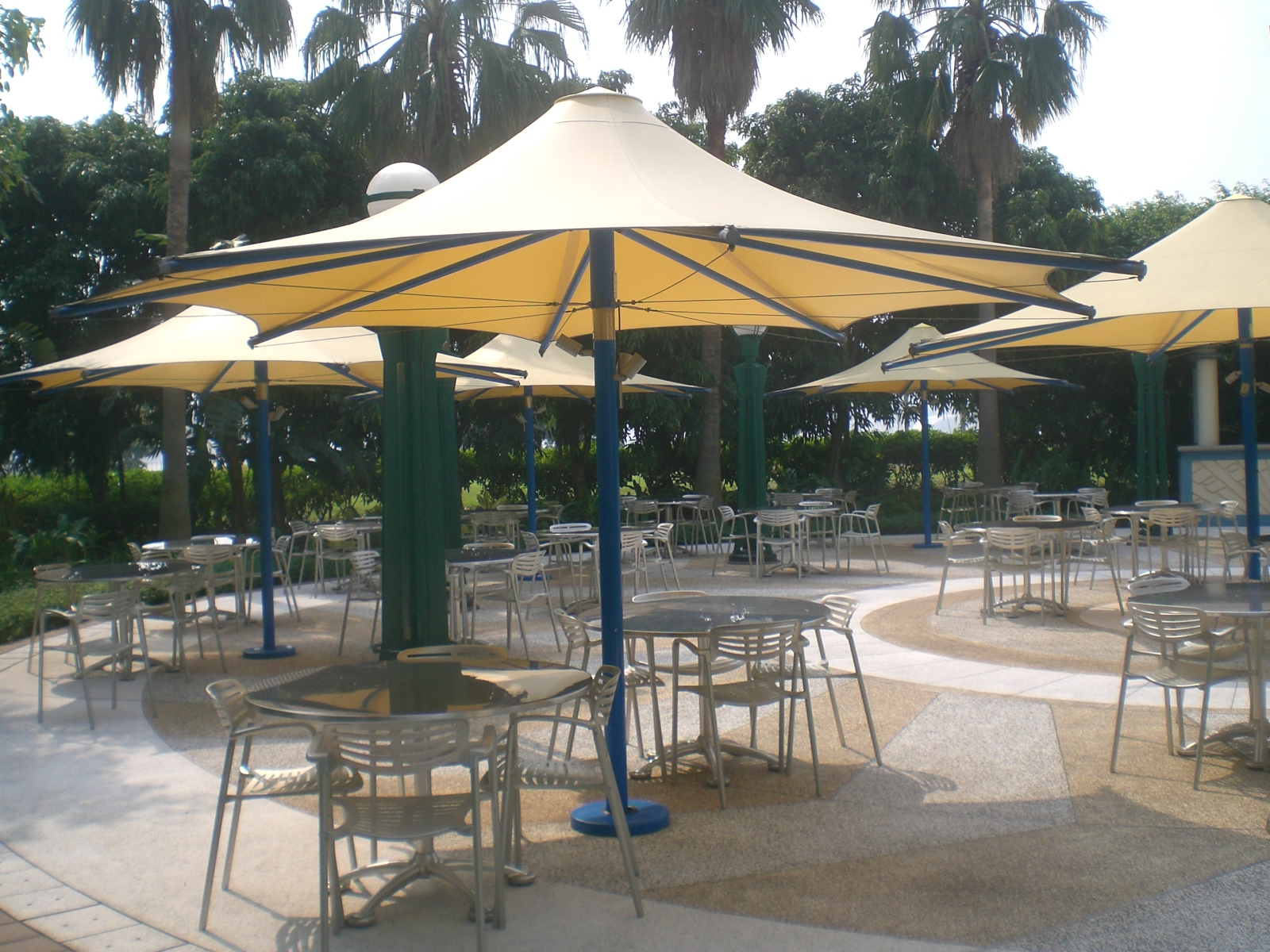 File HK Disney s Hollywood Hotel outdoor sidewalk cafe Umbrella