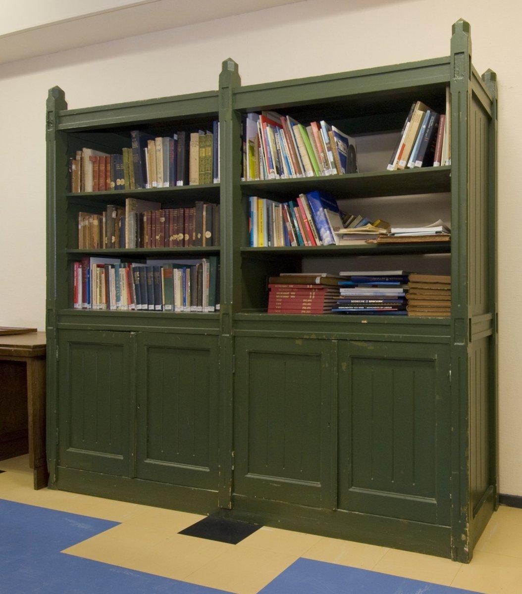 https://upload.wikimedia.org/wikipedia/commons/1/14/Interieur%2C_Bibliotheek%2C_meubilair_van_Berlage-_boekenkast_-_Amsterdam_-_20529155_-_RCE.jpg