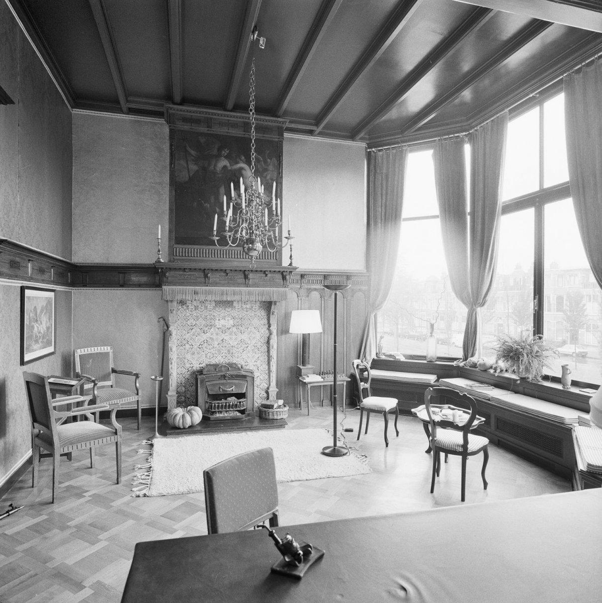 Vrijgelegen herenhuis gebouwd in neo renaissance in 39 s for Herenhuis interieur