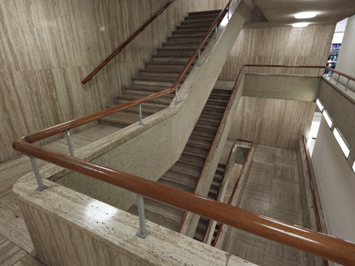 File interieur overzicht trappenhuis rotterdam for Hartman interieur rotterdam