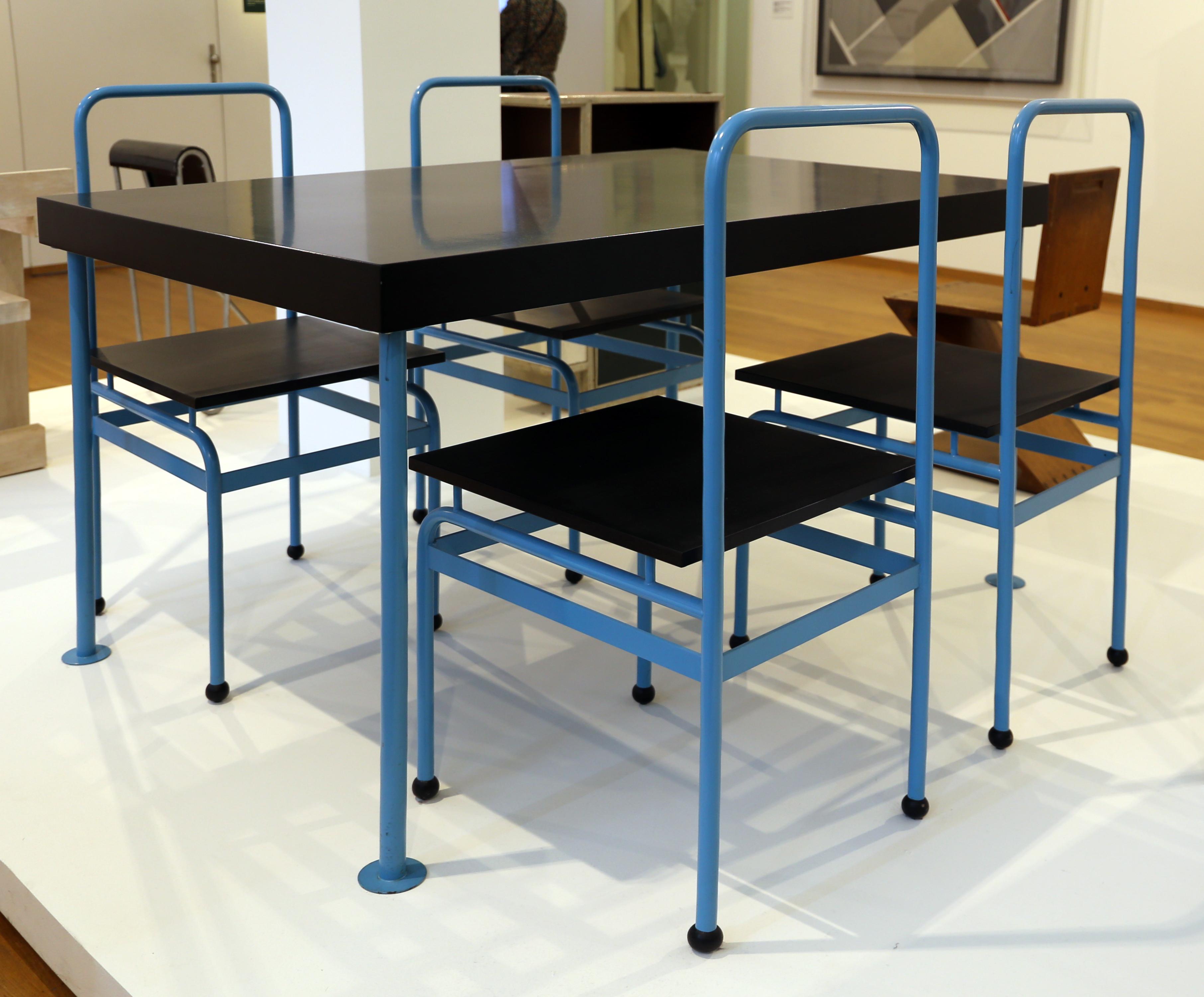 File:J.j.p. oud, tavolo da cucina e sedie per il weissenhofsiedlung ...